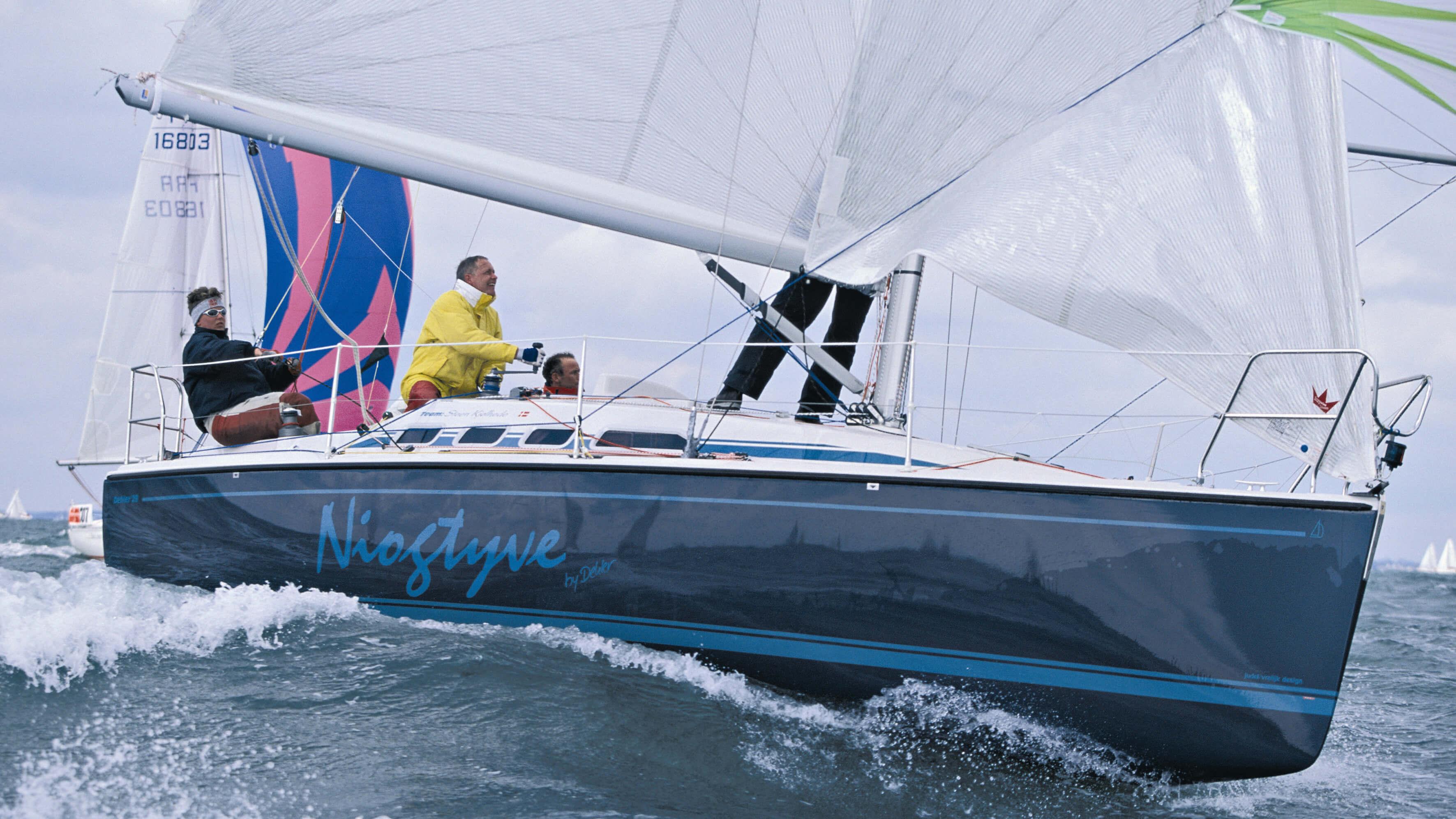 Dehler 29 Exterior Sailing | Spinnaker, mainsail | Dehler