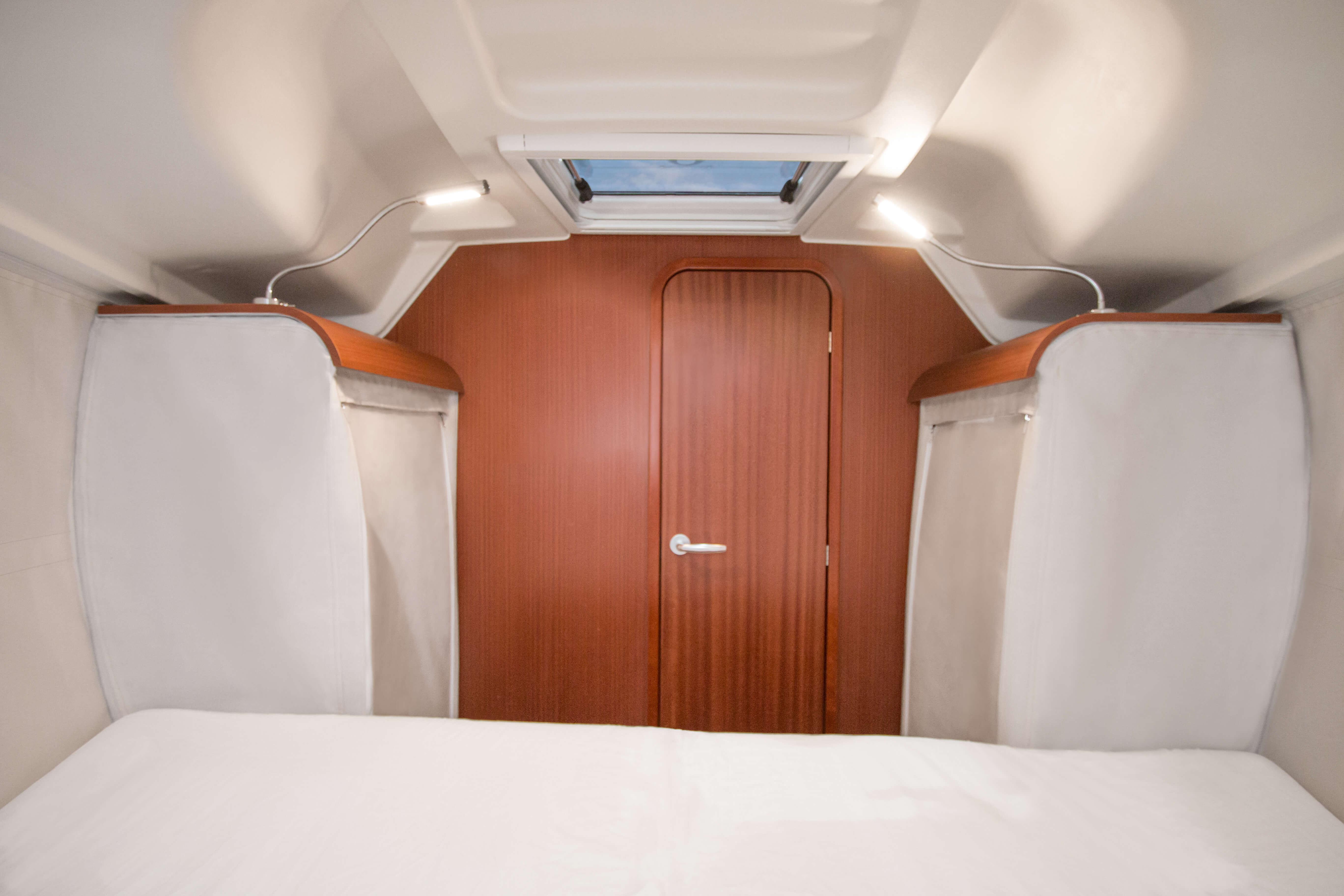 Dehler 34 | A3-Layout: V berth, full bulkhead with door, hullsides and wardrobe in fabric (Lightweight construction) | Dehler