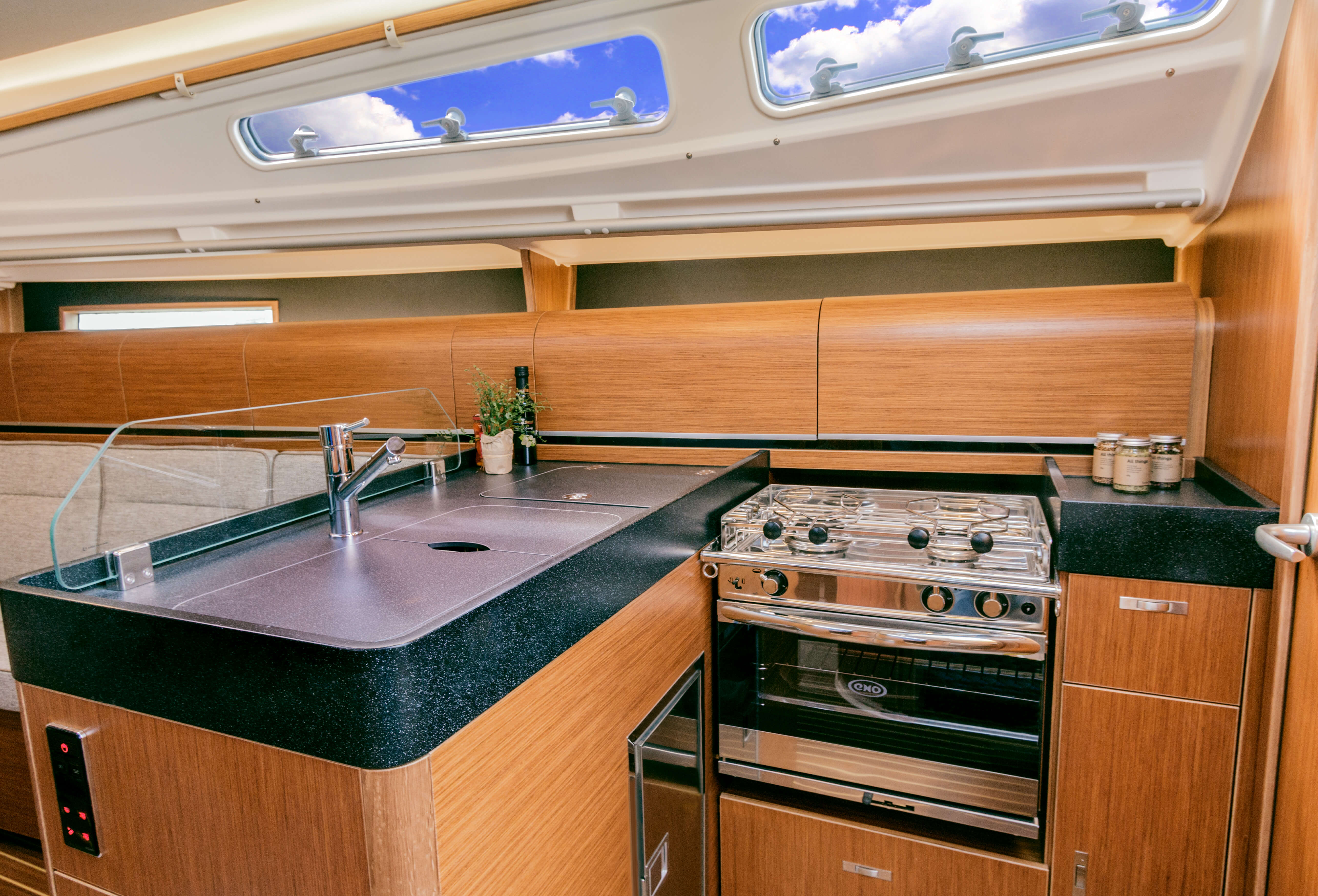 Dehler 34 | Worktop Galley - black | Dehler