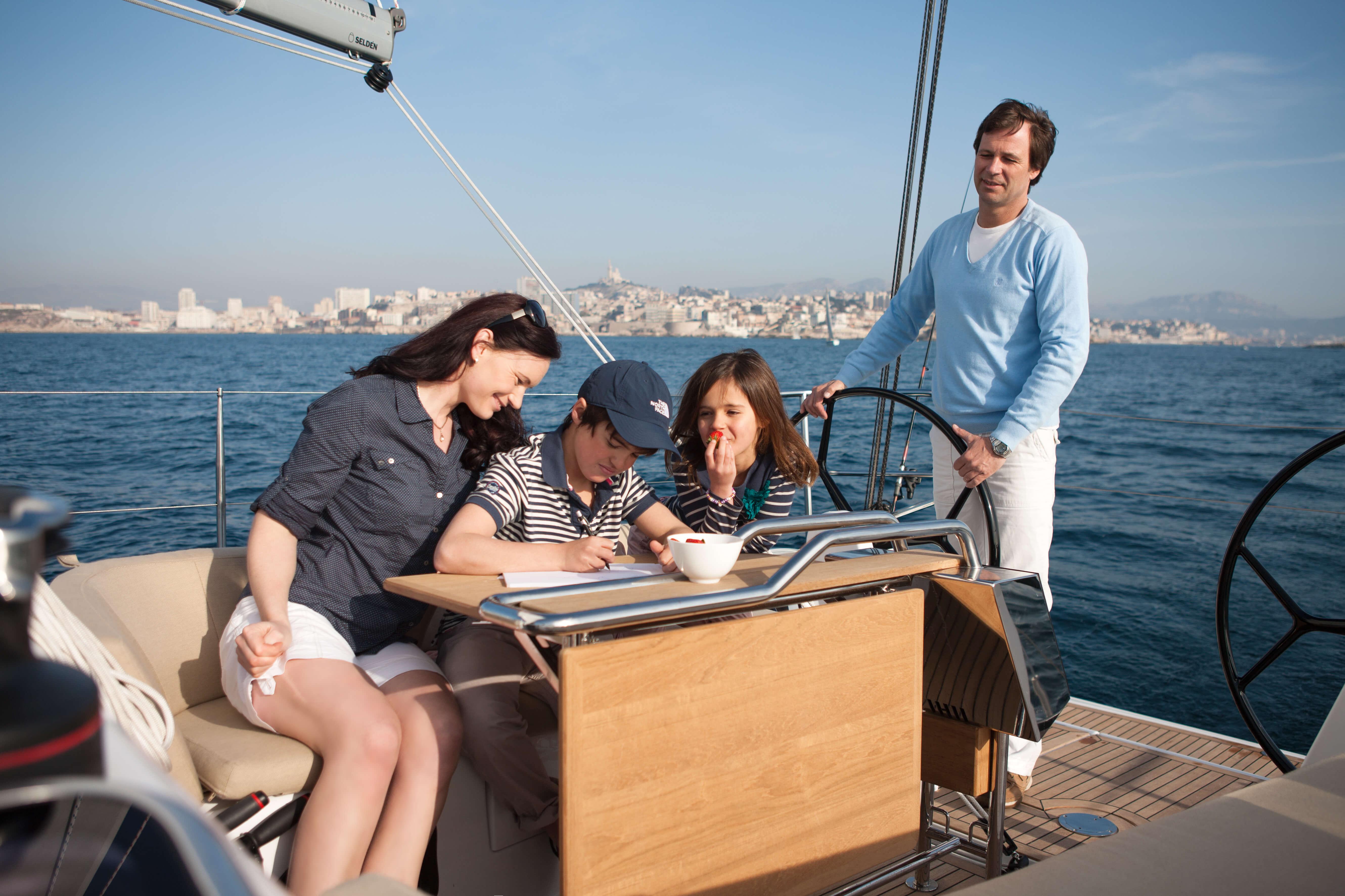 Dehler 38 Exterior Sailing | cockpit table | Dehler