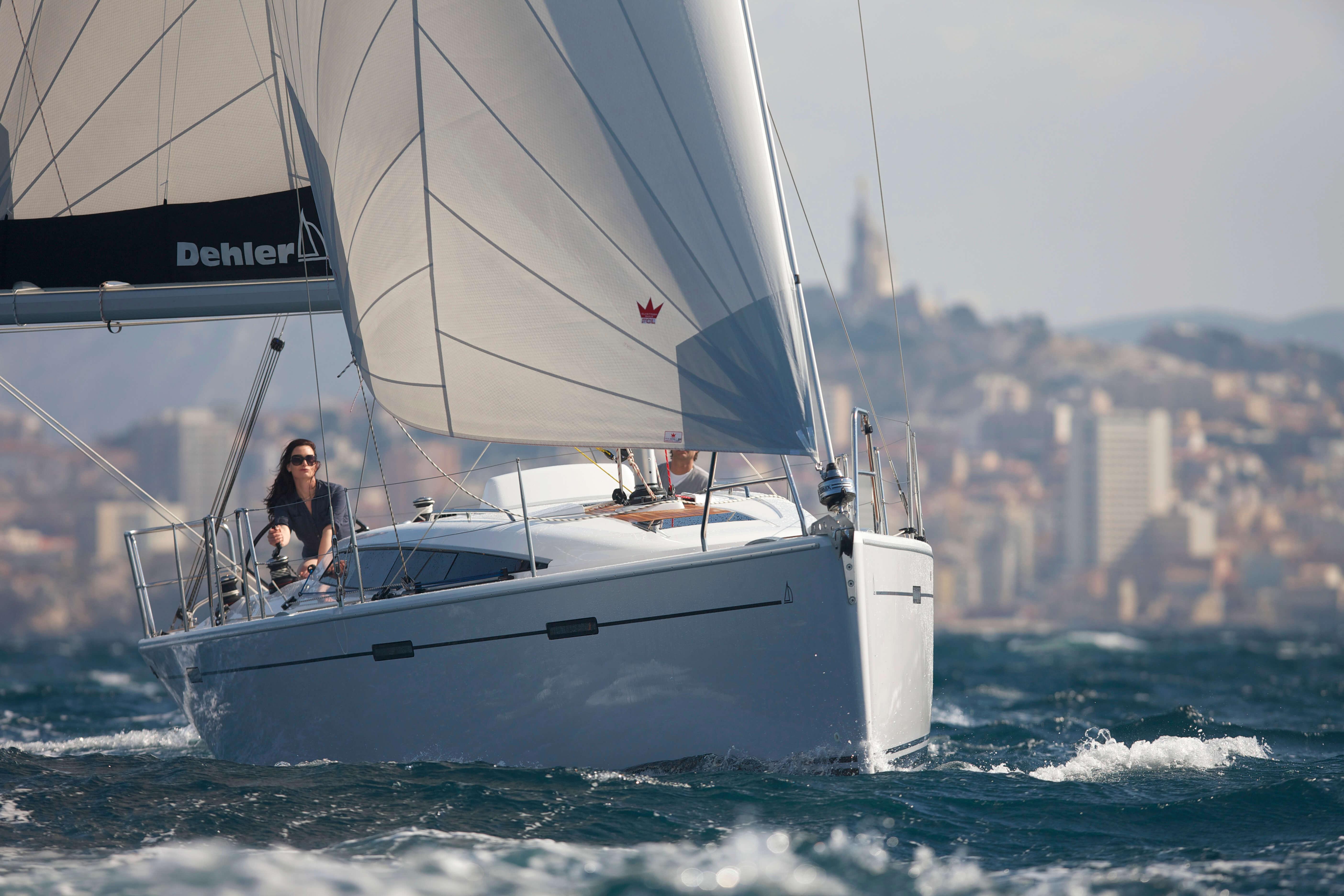 Dehler 38 Exterior Sailing | mainsail, foresail, bow | Dehler