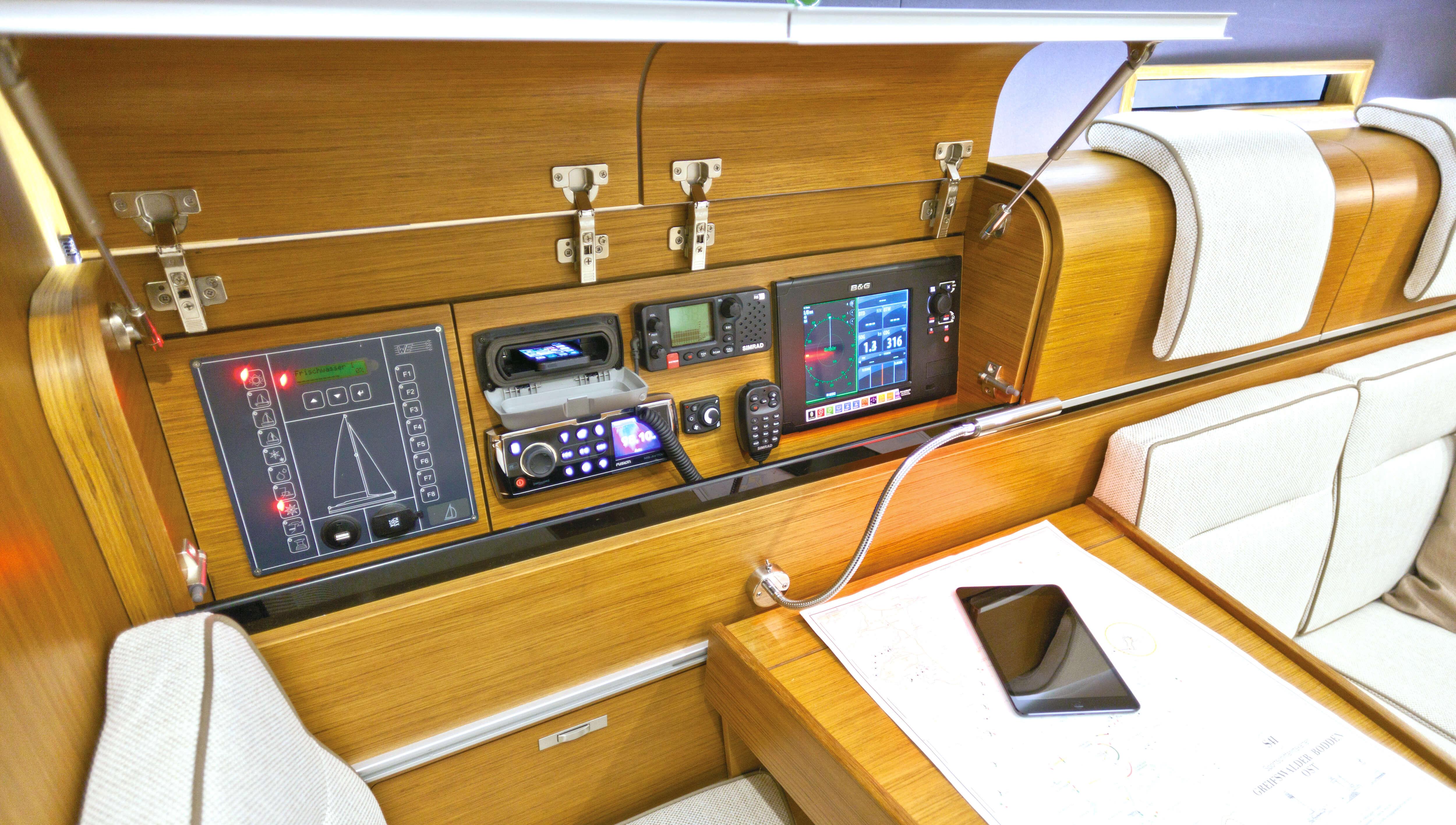 Dehler 38 Innenansicht Salon | Navigationsecke | Dehler