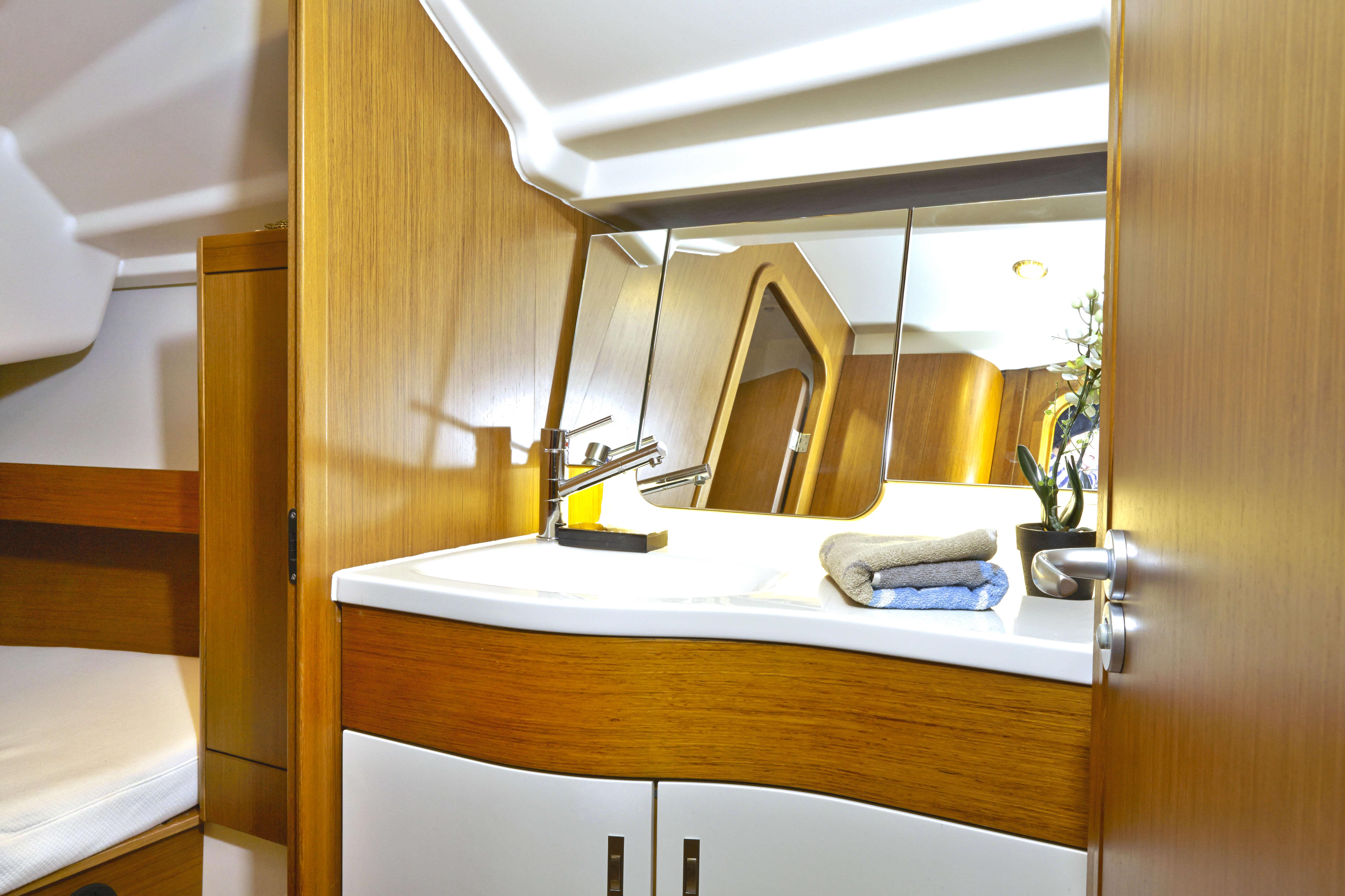 Dehler 38 Vista interior celula mojada | fregadero, espejo | Dehler