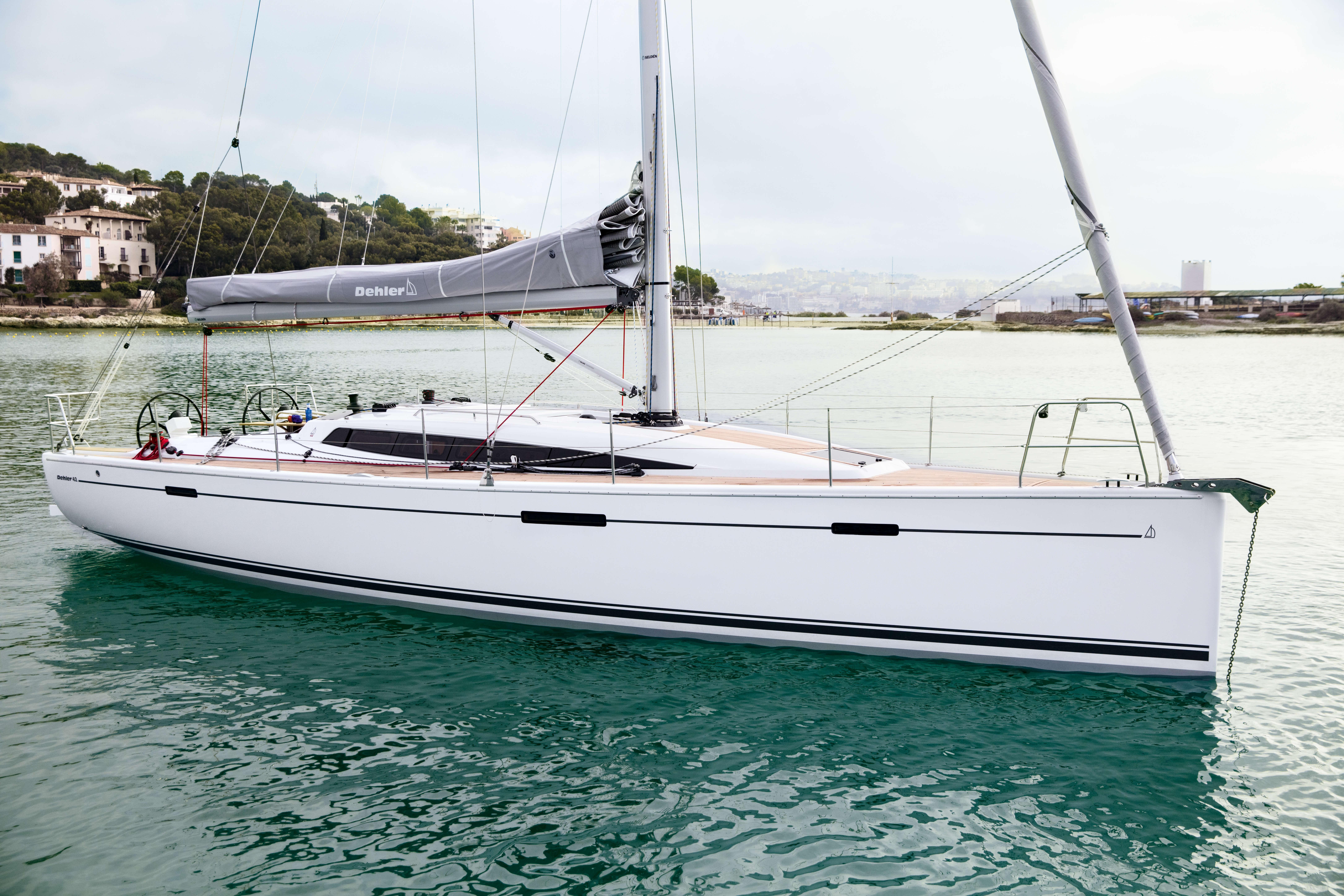 Dehler 42 Exterior at anchor | Dehler 42_Segeln_07_0516_013.jpg | Dehler