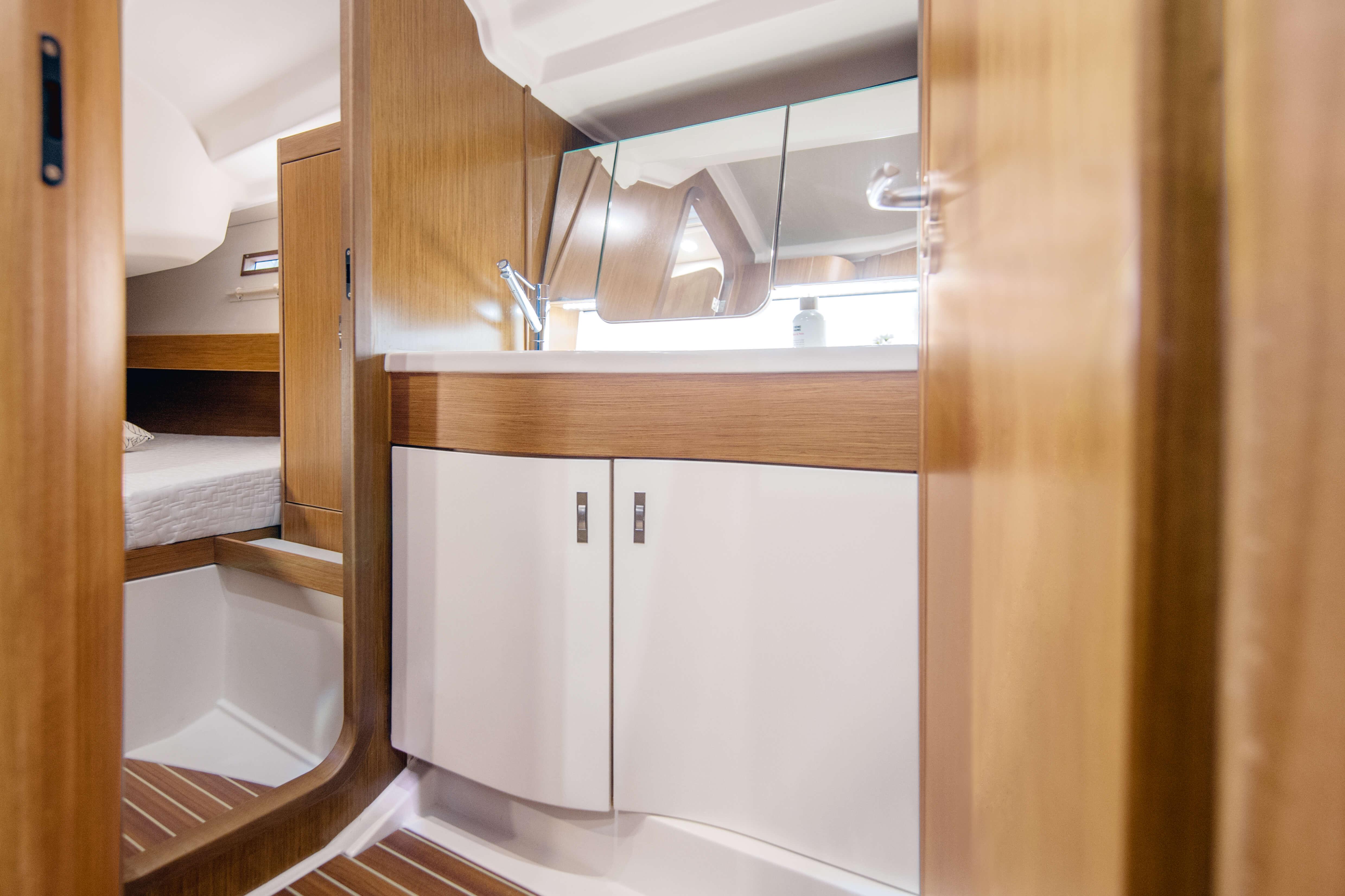 Dehler 42 Interior view wet cell | teak, sink, mirror, storage compartmen | Dehler