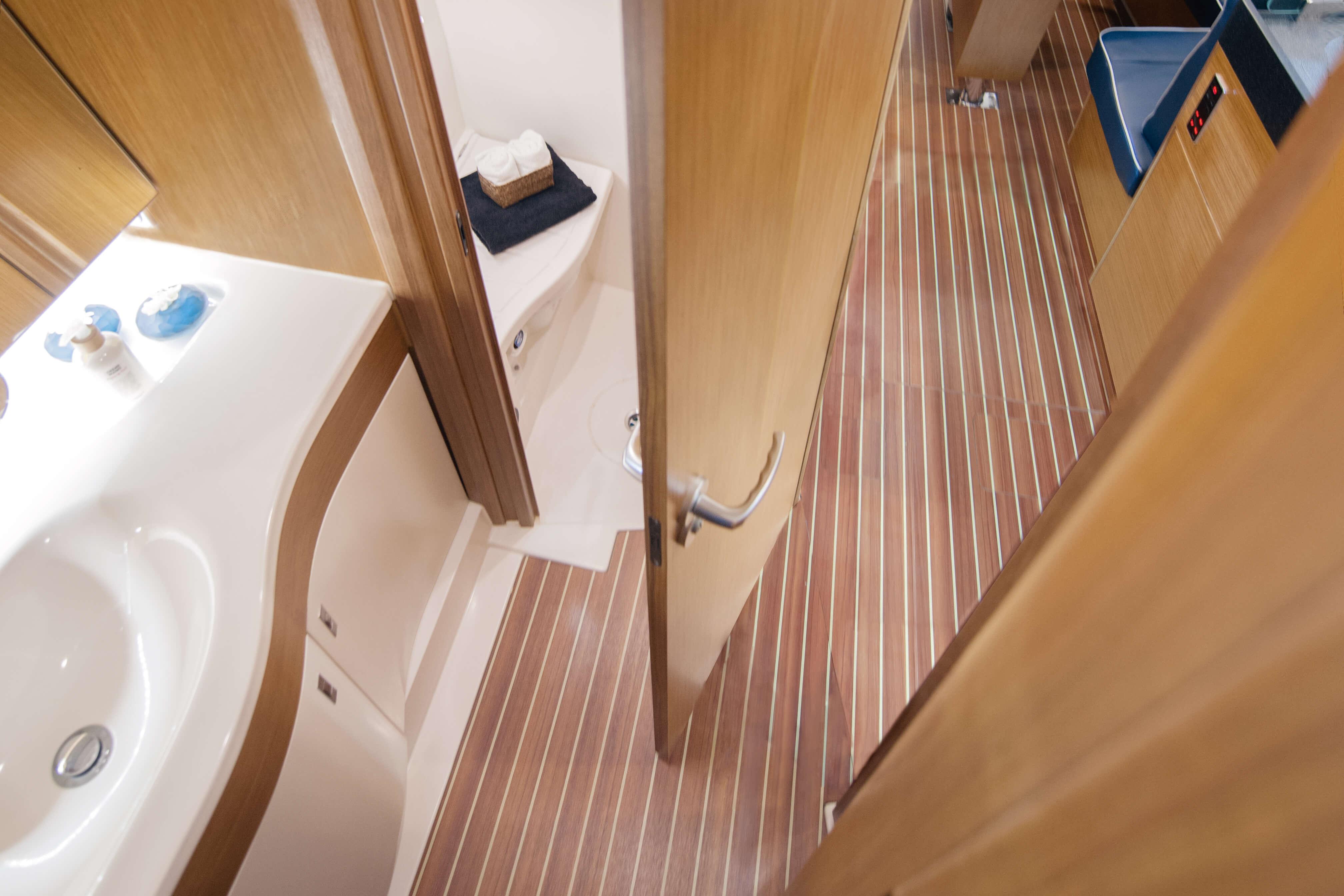 Dehler 42 Interior view wet cell | Uni Door | Dehler