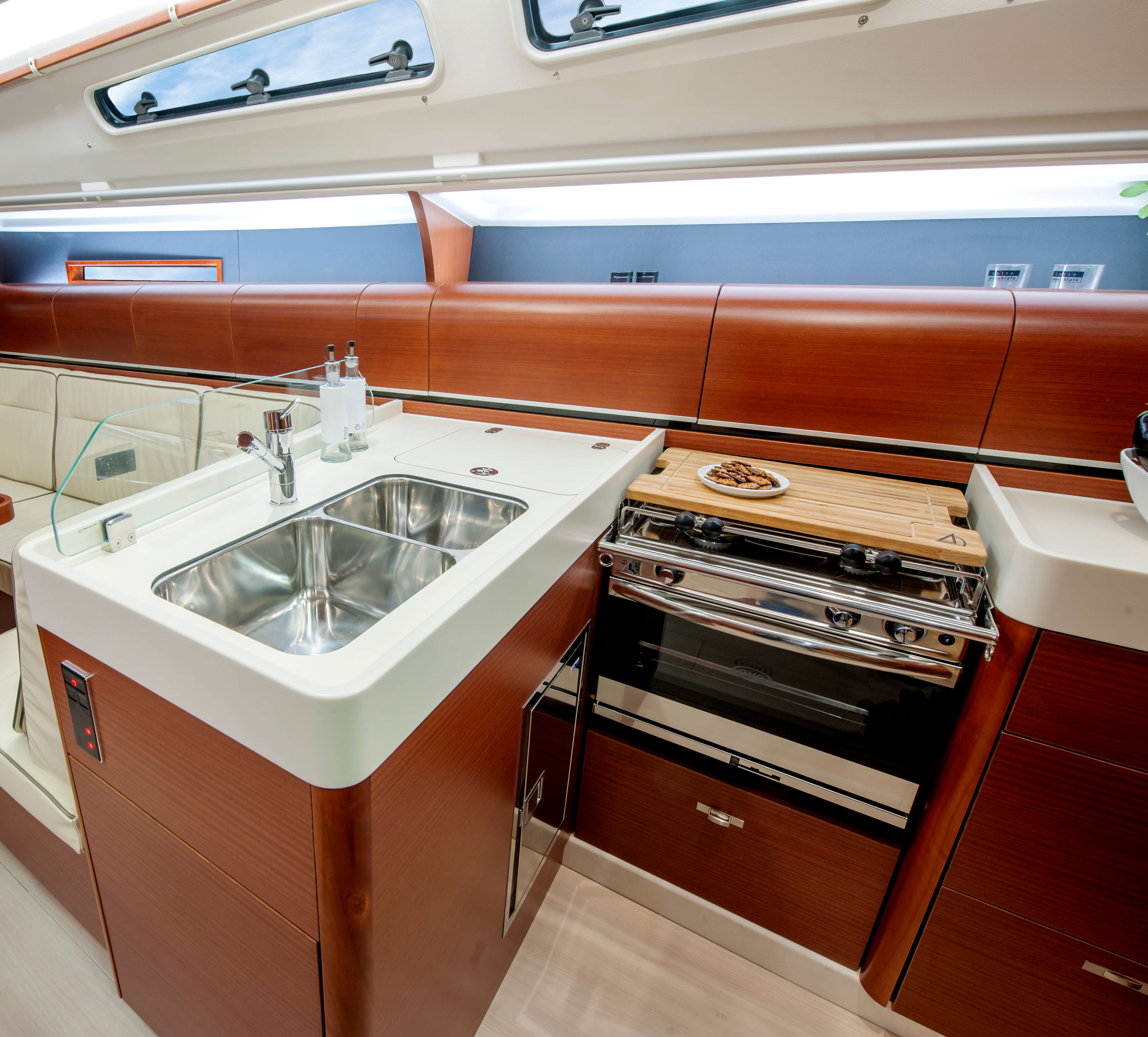 Dehler 42 Interior view pantry | sink, stove, stove cover, fridge | Dehler