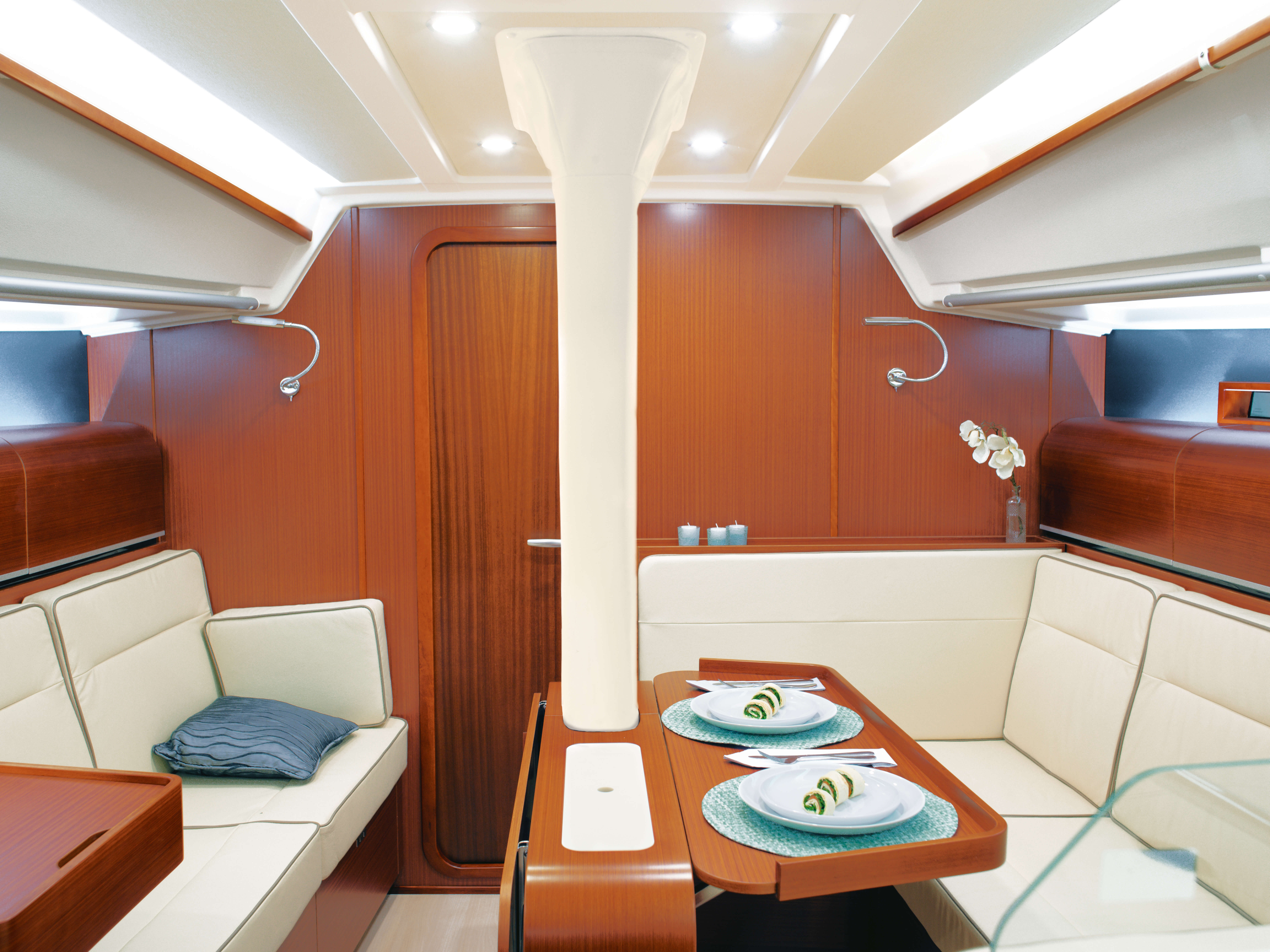 Dehler 42 Interior view lounge | mahogany, sitting area, foldable table, window | Dehler