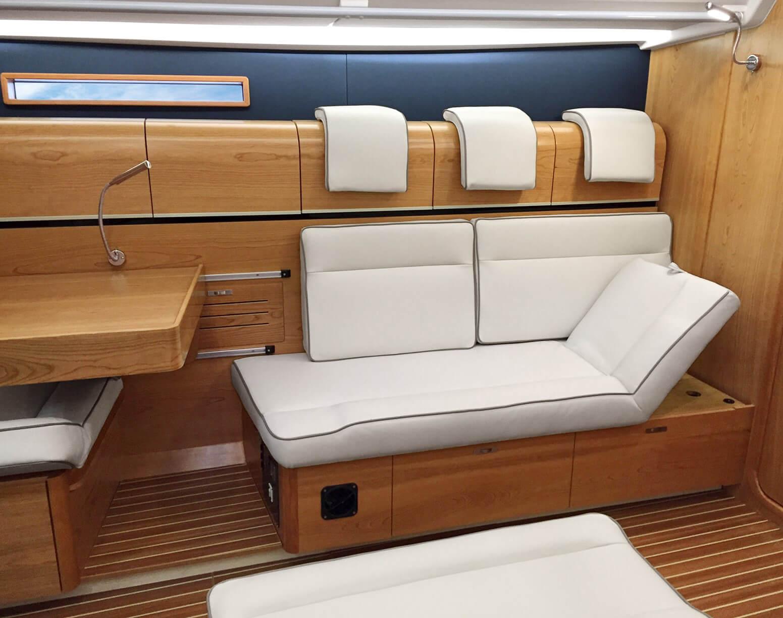 Dehler 42 Interior view lounge | B2 Layout with adjustable chaise longue | Dehler