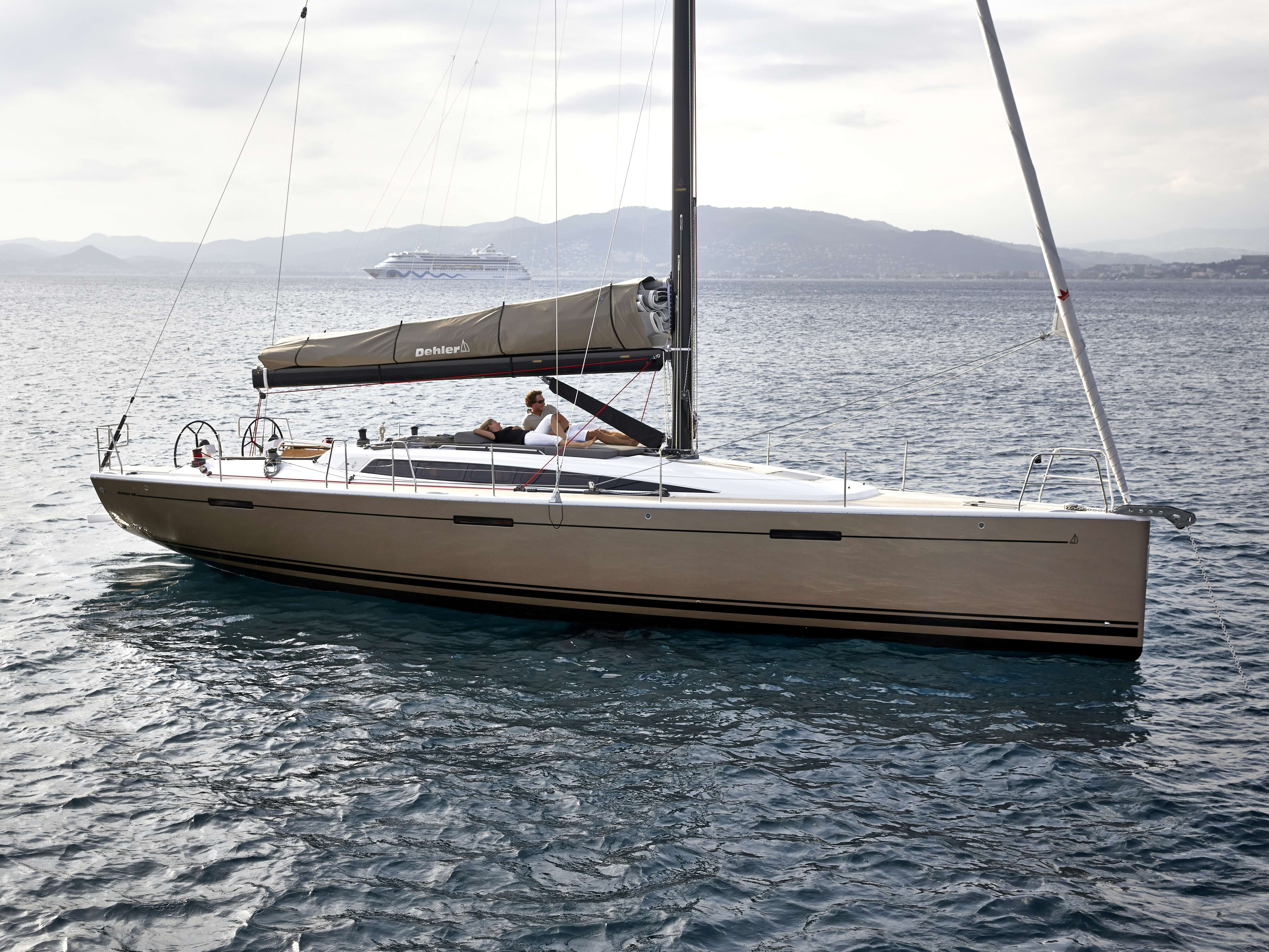 Dehler 46 Exterior at anchor | lazybag, hull | Dehler
