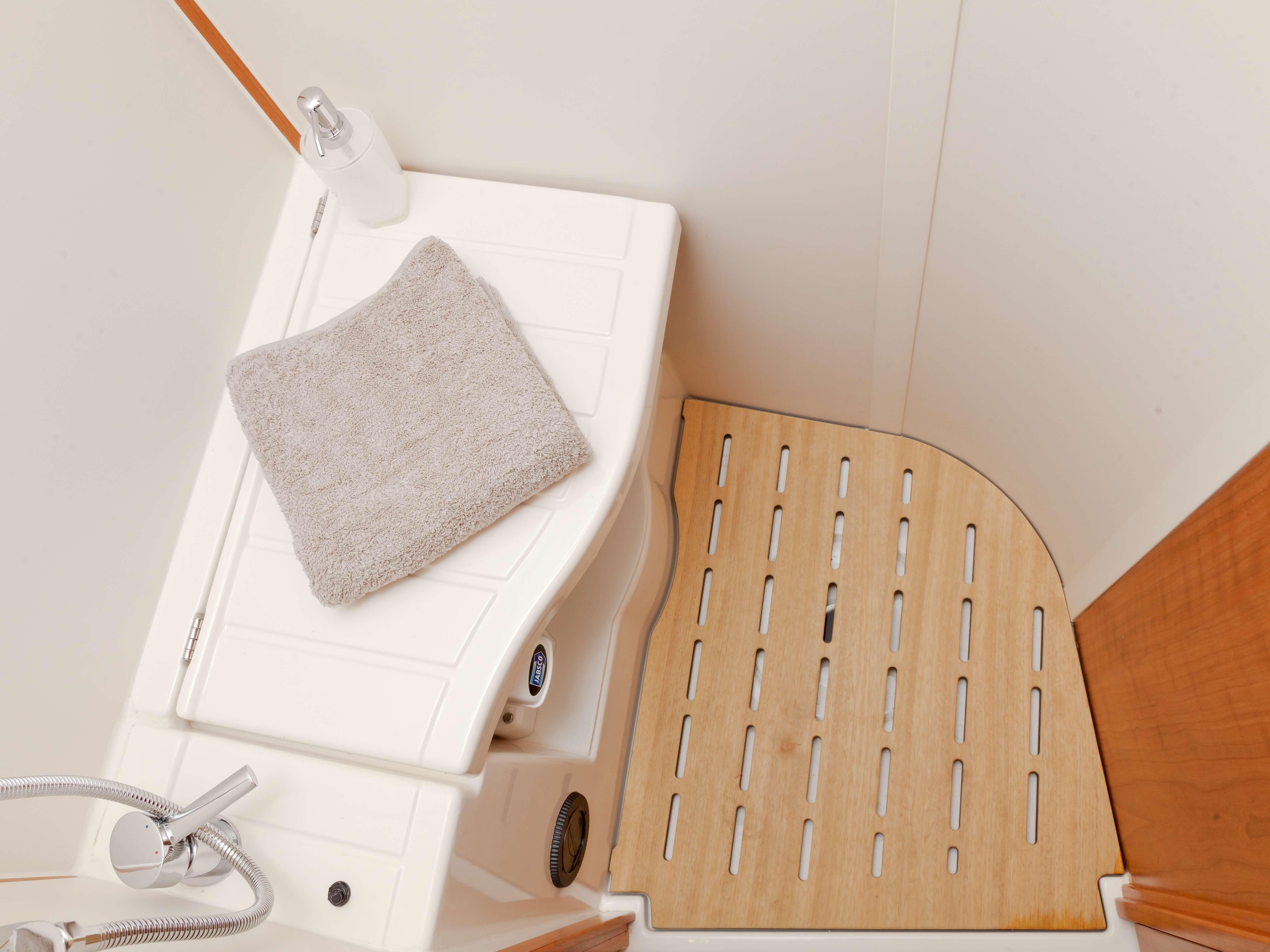 Dehler 46 Vista interior celula mojada | ducha | Dehler