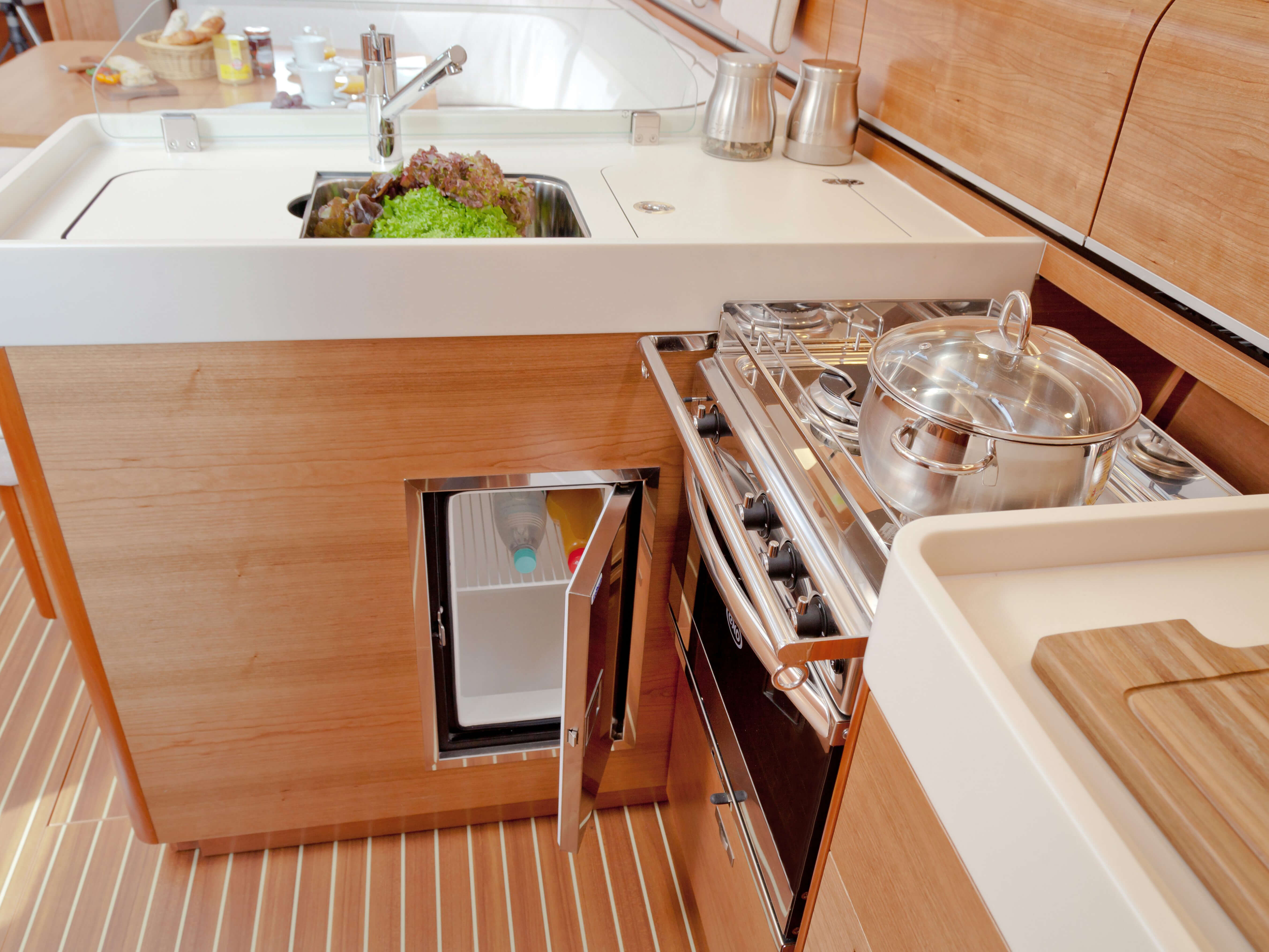 Dehler 46 Interior view pantry | sink, stove, fridge | Dehler