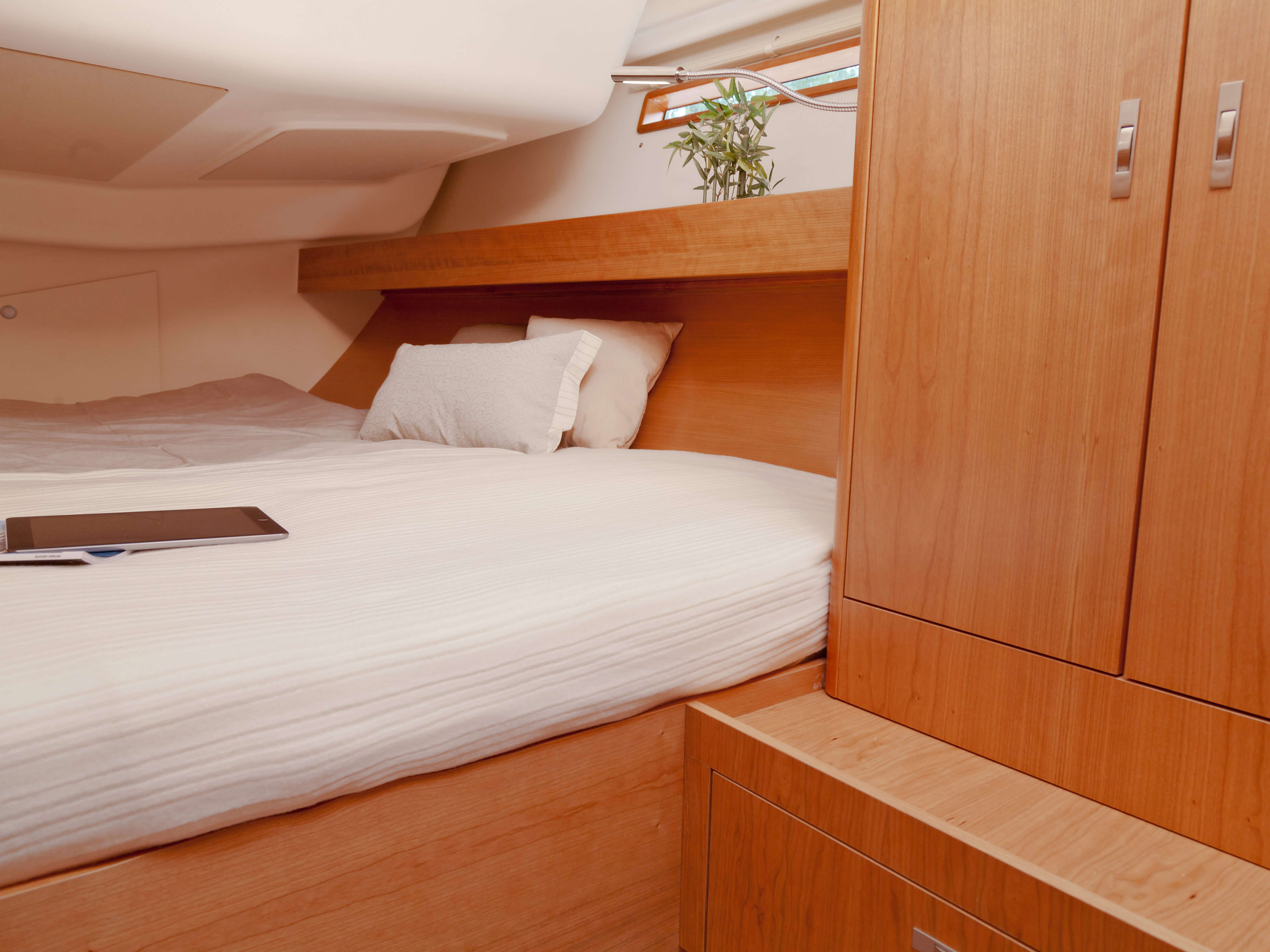 Dehler 46 Interior view aft cabin | double bed, storage compartment | Dehler