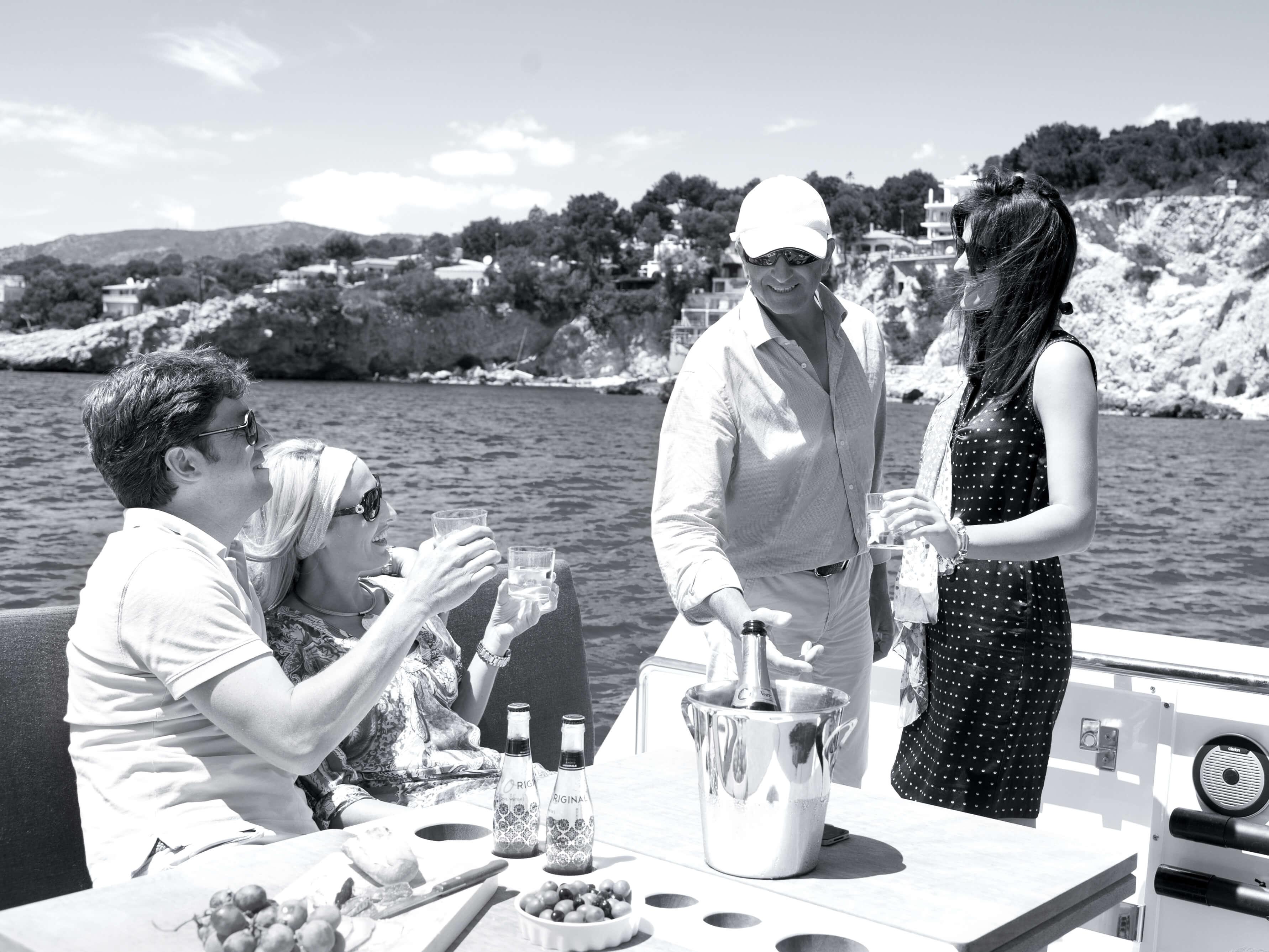 Fjord 40 open Außenansicht Fahrt | Tisch, Flaschenhalter | Fjord