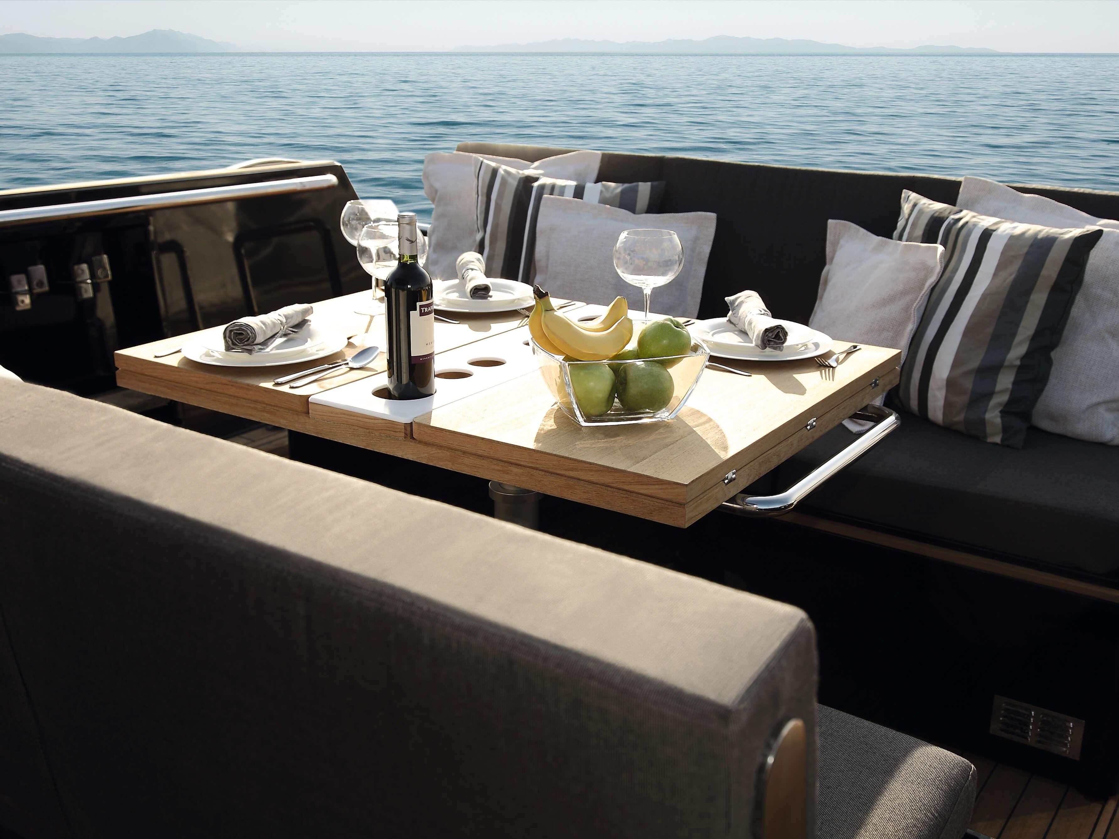 Fjord 40 open Außenansicht Ankern | Lounge-Area, Tisch | Fjord