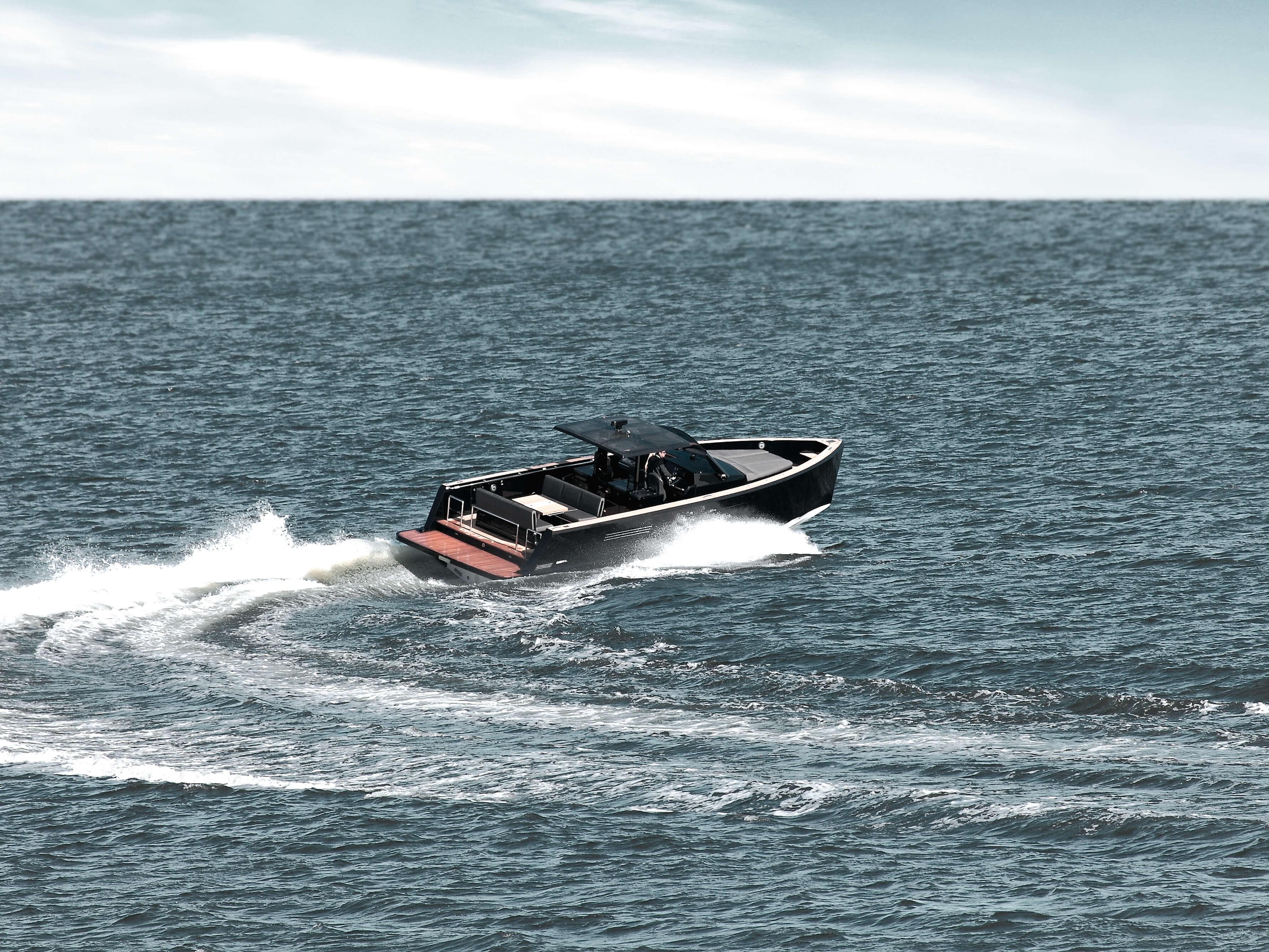 Fjord 40 open Außenansicht Fahrt | Cockpit, Lounge-Area, Badeplattform | Fjord