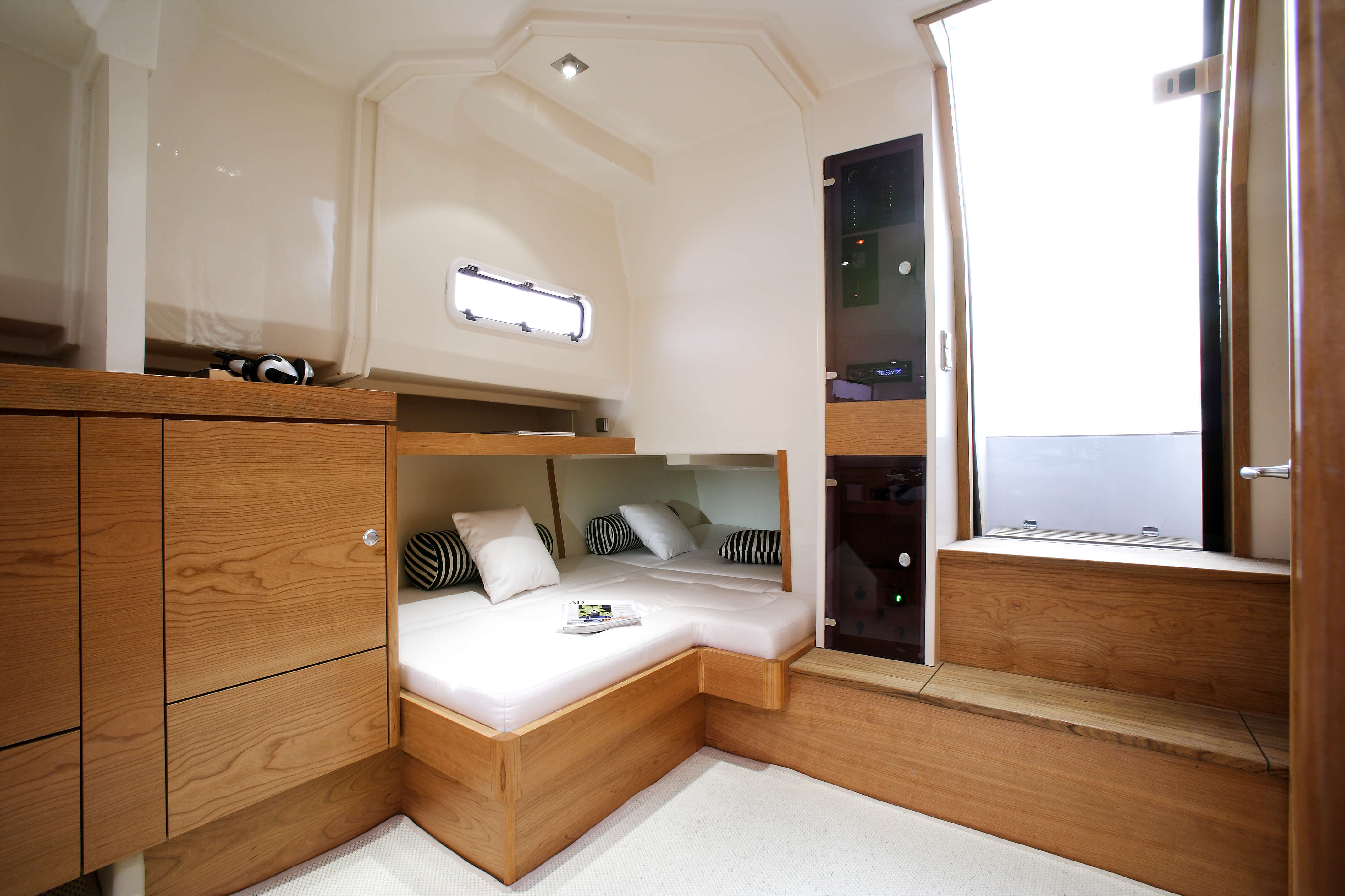 Fjord 40 open Interior view cabin | lounge-area, storage compartement | Fjord