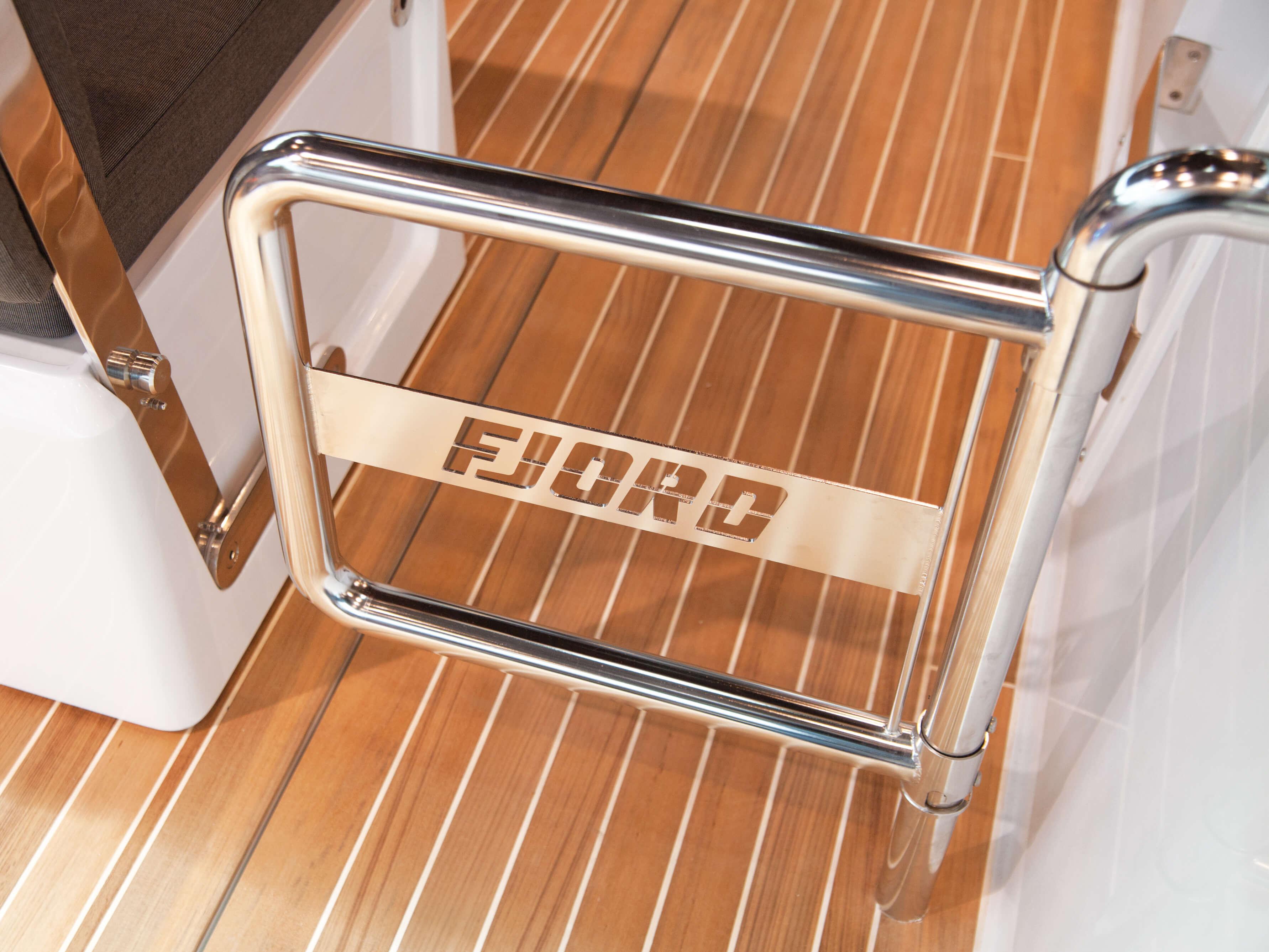 Fjord 40 open Innenansicht Cockpit | Railgate | Fjord