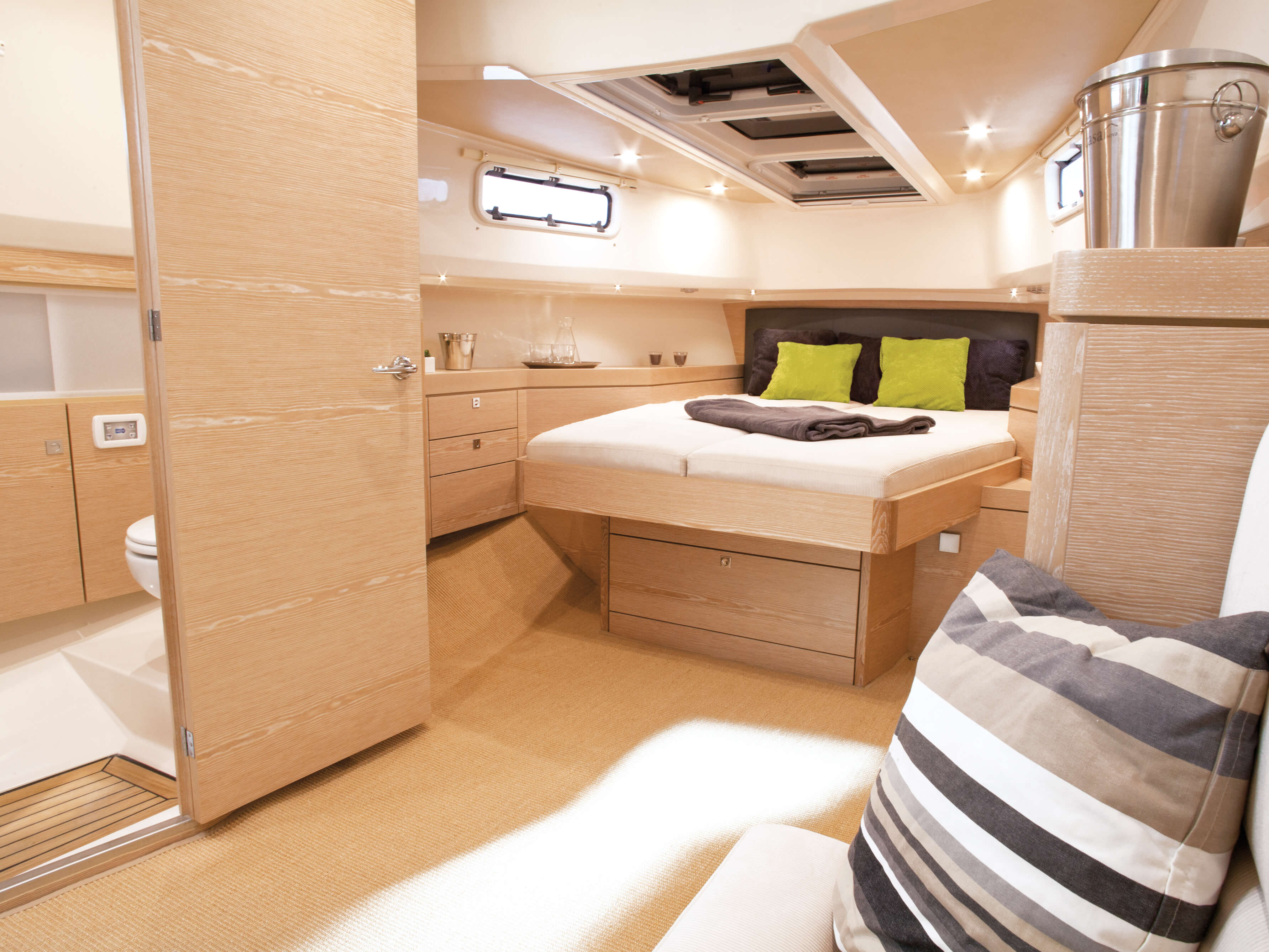 Fjord 40 open Interior view cabin | double bed, windows, storage compartement | Fjord
