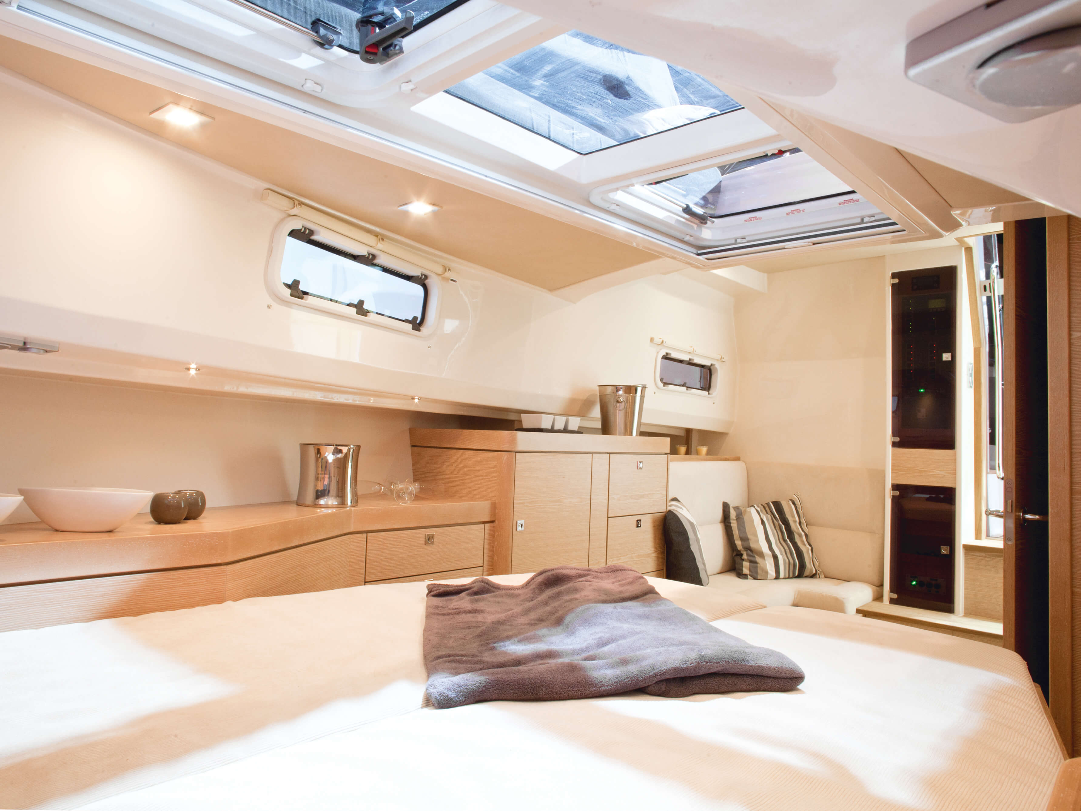 Fjord 40 open Interior view cabin | double bed, lounge-area, storage compartement | Fjord