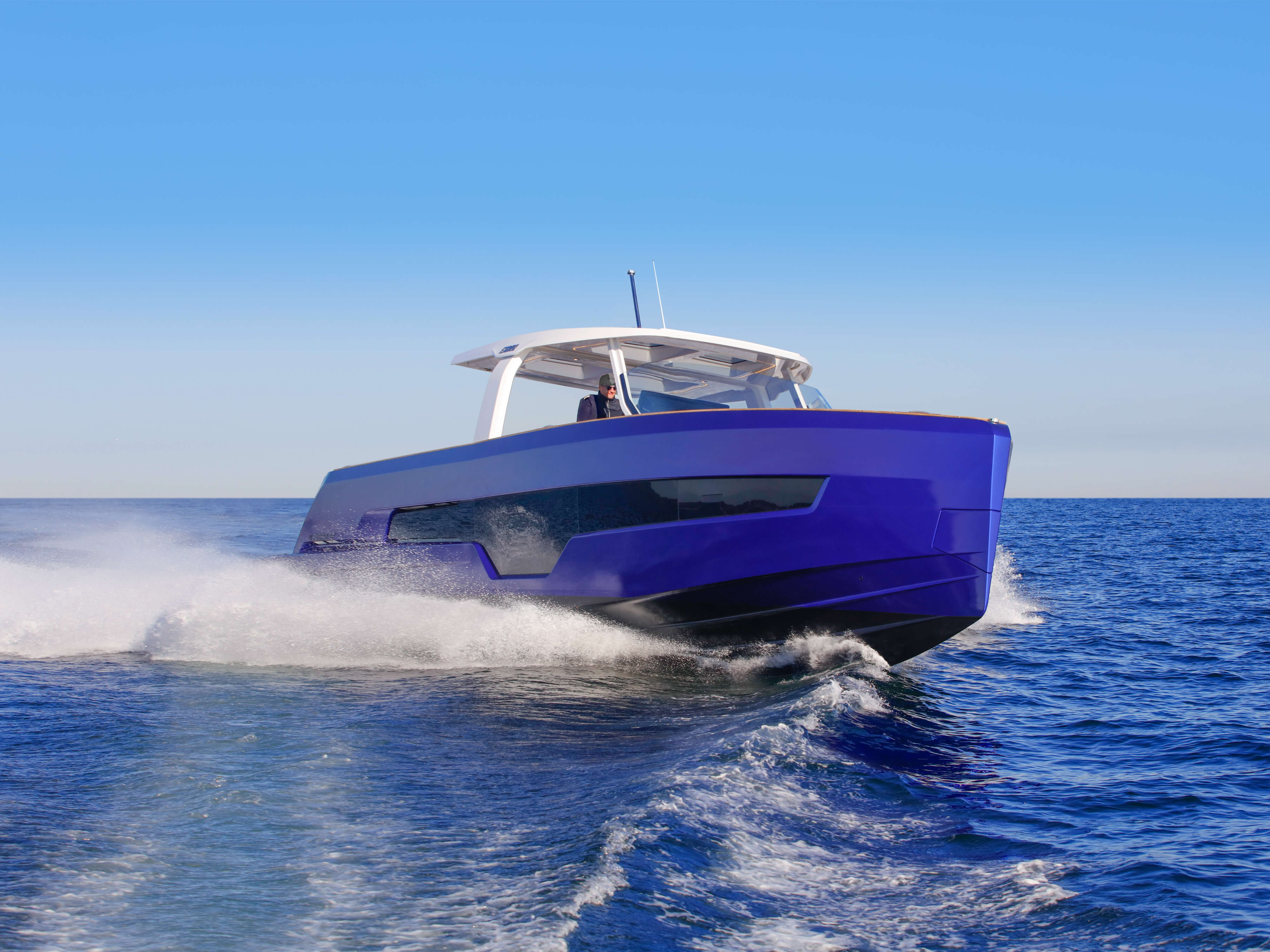 FJORD 41 XL exterior | A new hull was developed to implement the ground-breaking modular configuration concept. | Fjord