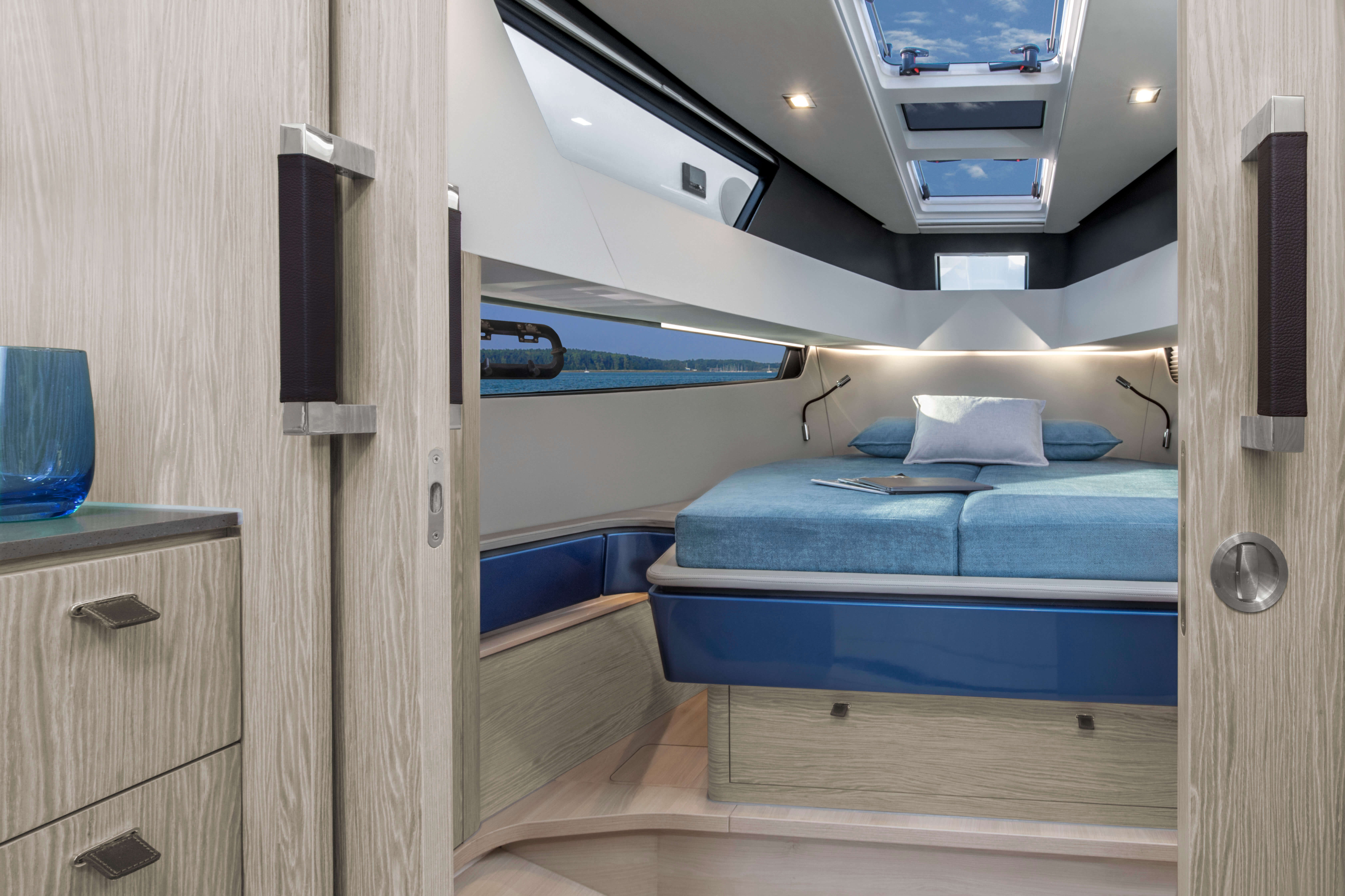 FJORD 41 XL interior in Polar Style | Your master cabin, here in Polar Style, should be the perfect place for relaxation? Opt for a soundproof sliding door for a maximum of privacy. | Fjord