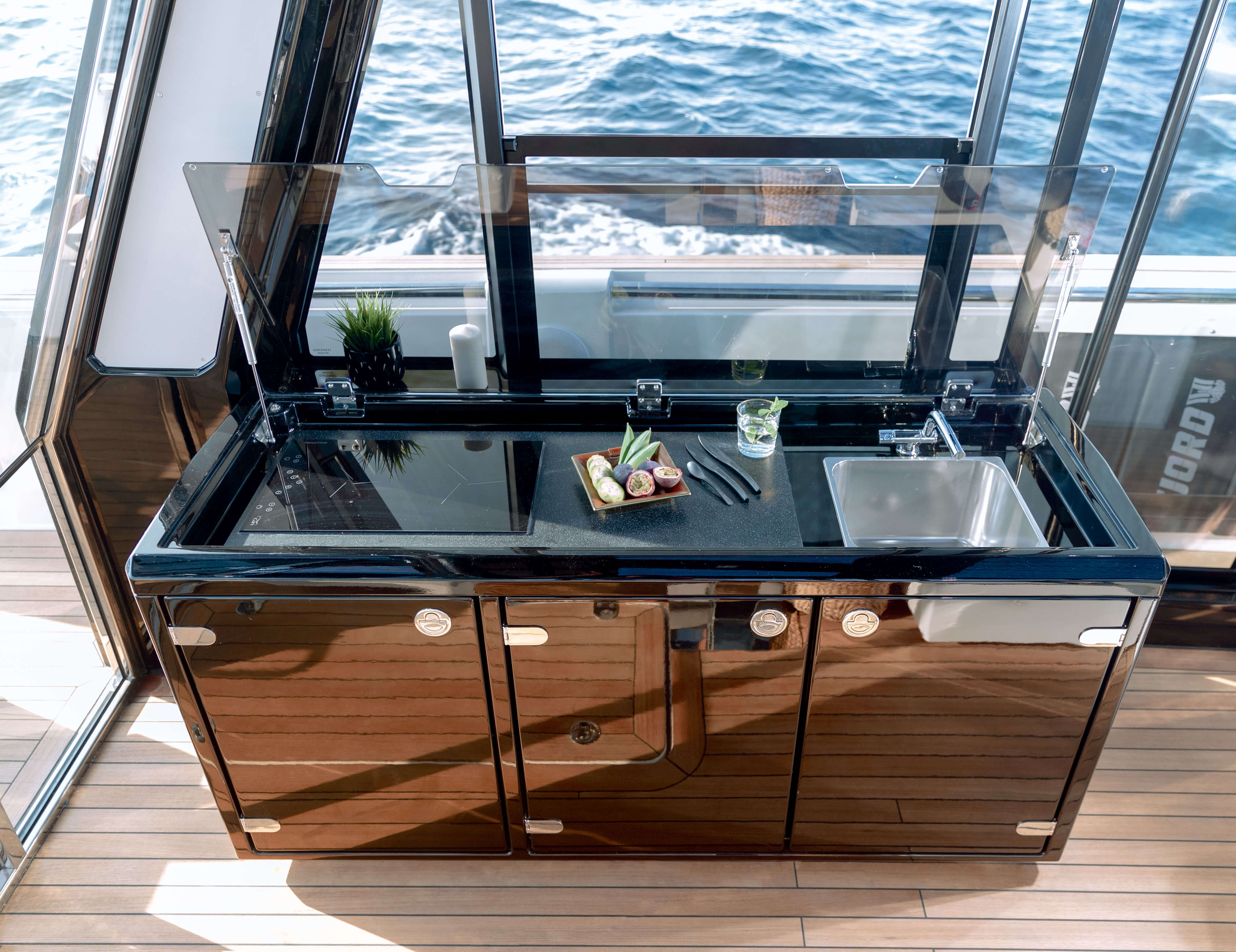 FJORD 44 coupé galley | The saloon galley can be used to fulfill your guests' every culinary wish. | Fjord
