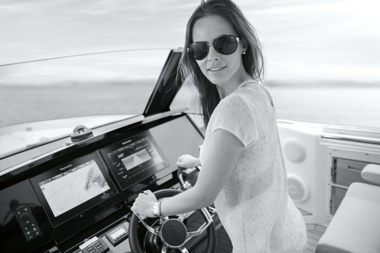 FJORD 44 open Steuerstand | Einzelne Teile der Yacht bilden eigene Design-Highlights - wie das Armaturenbrett. | Fjord
