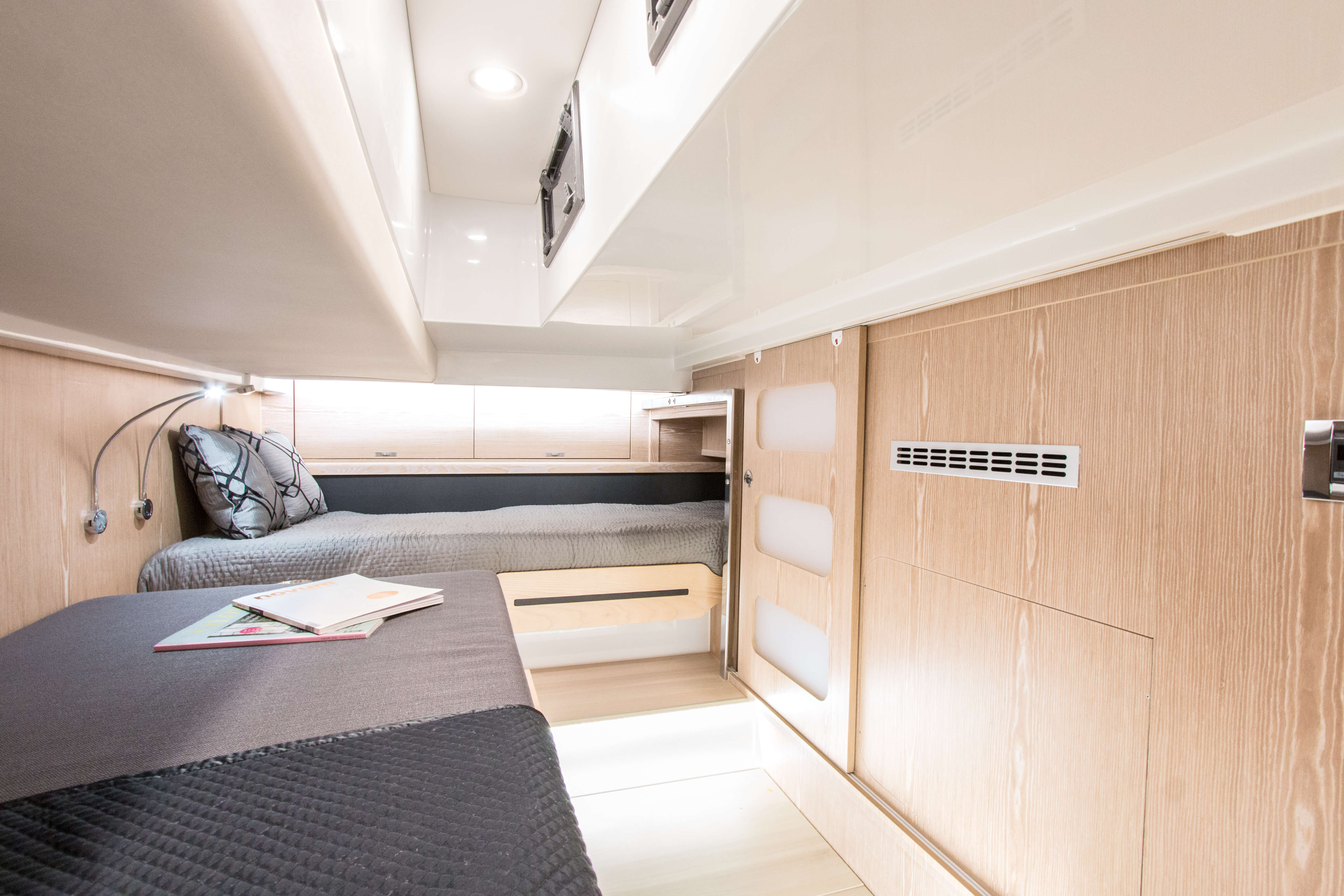 Fjord 44 open | B2: Guest cabin with 2 berth, shelf and 2 openable portholes. | Fjord