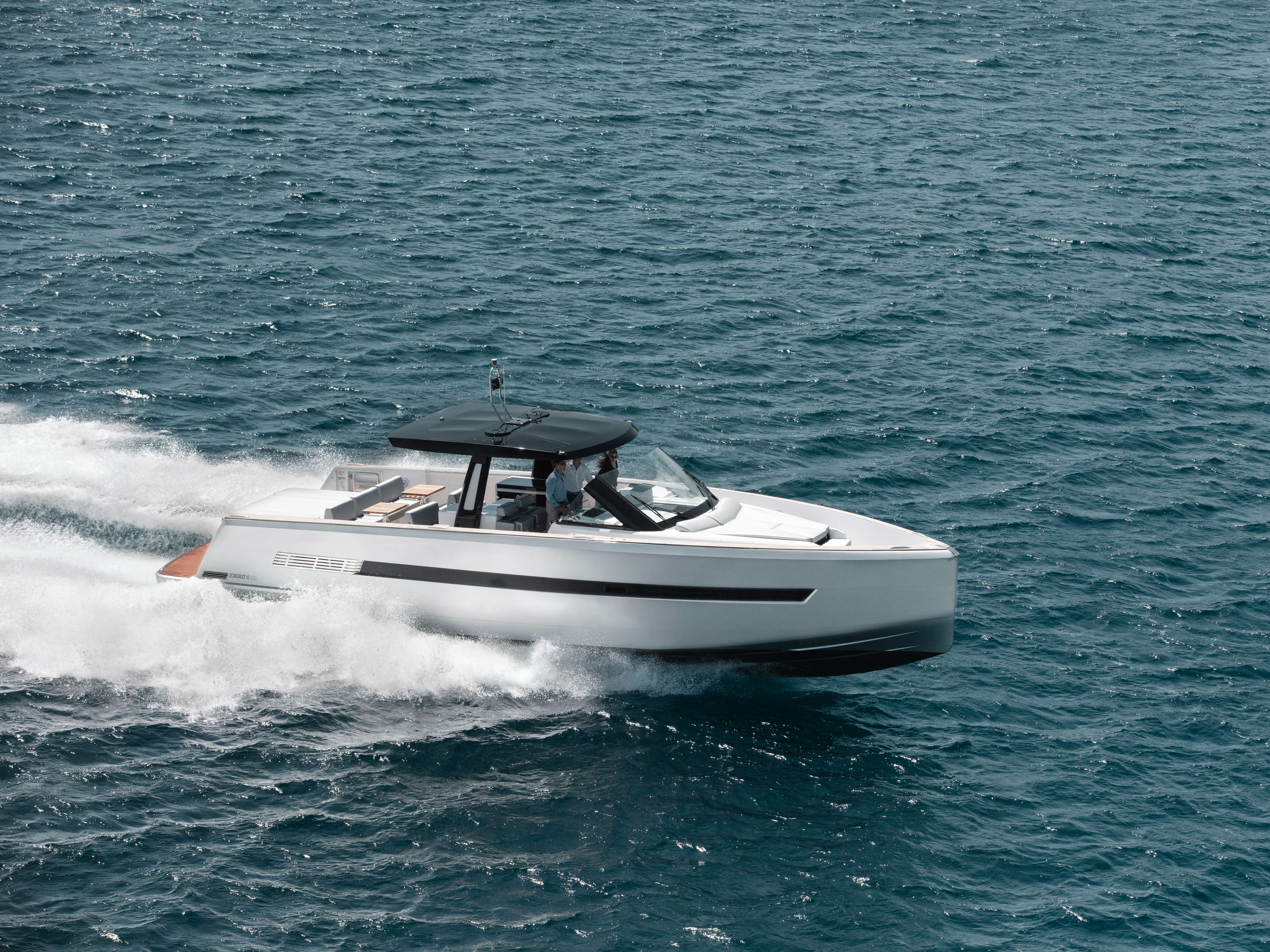 Fjord 48 open Exterior ride | T-top with skylights, foredeck and aft sunbed, painted hull | Fjord