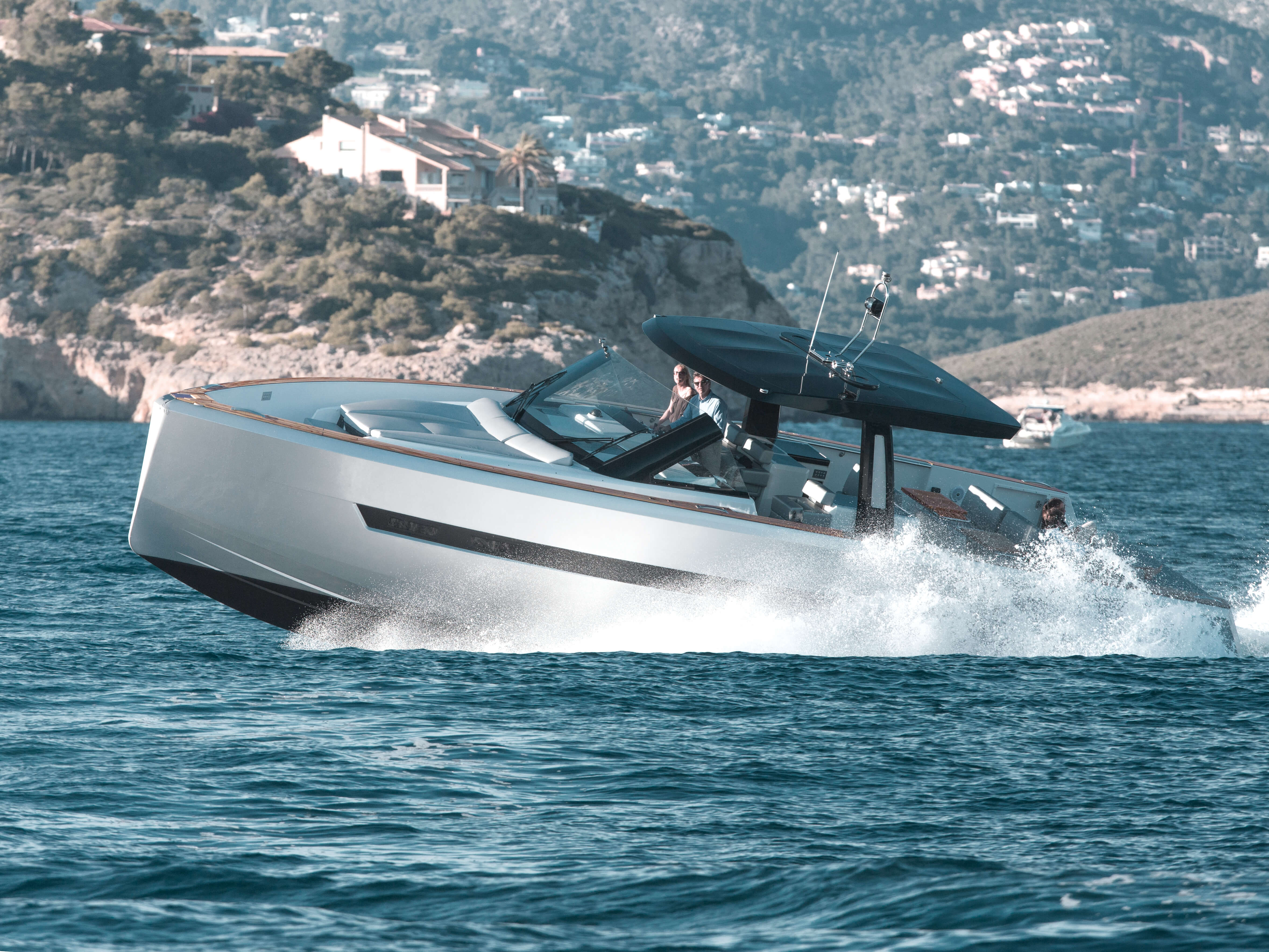 Fjord 48 open Exterior ride | painted hull, T-top with skylights, foredeck sunbed | Fjord