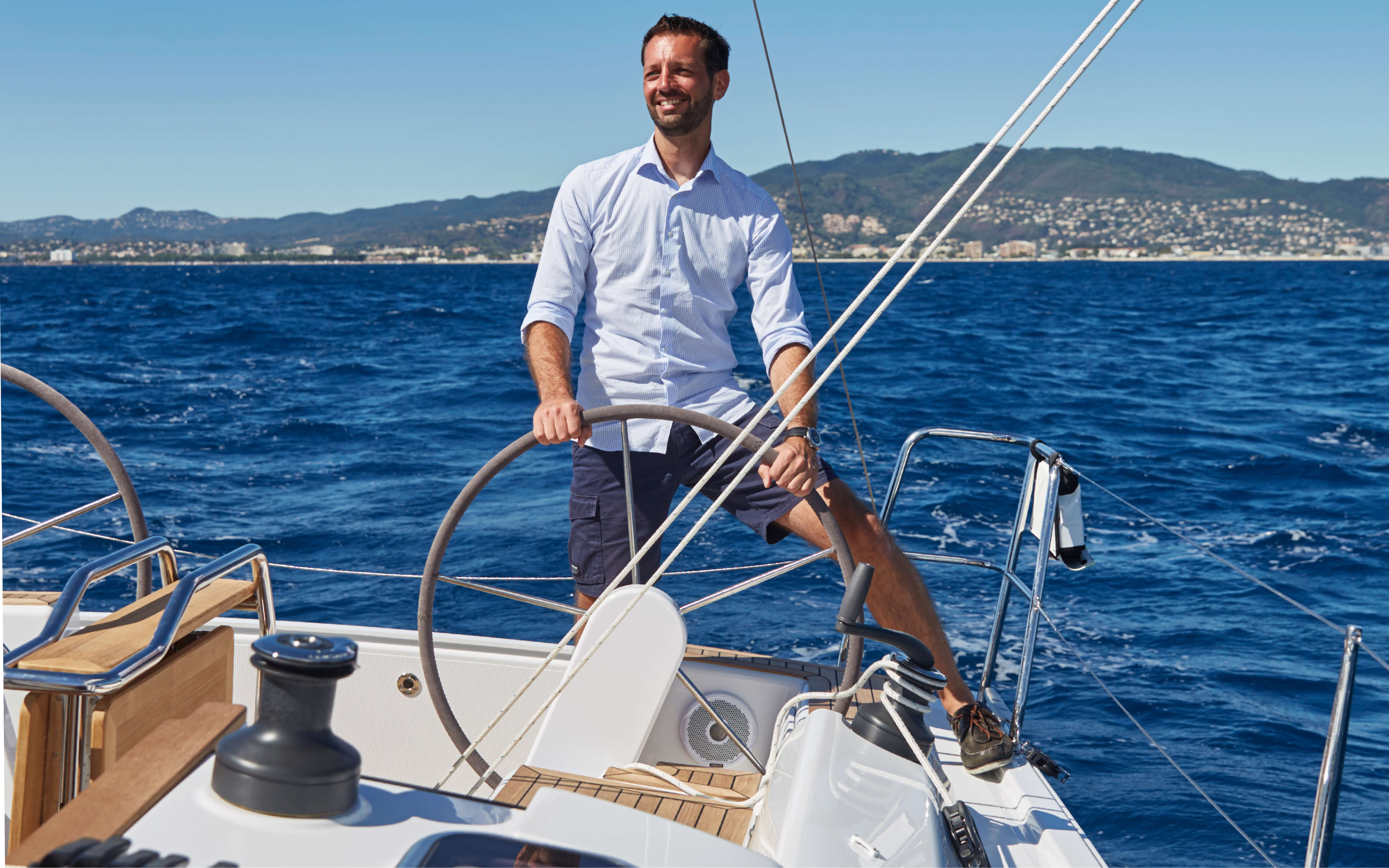 Hanse 315 Exterior Sailing | HANSE yachts amaze with their modern, functional design. Unique, puristic elegance meets exceptional performance from the pen of judel/vrolijk & co, the world's best and most experienced yacht designers. | Hanse