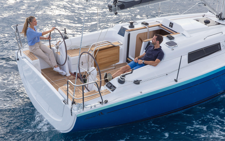 Hanse 315 Esterno Vela | Gli yacht HANSE sorprendono con il loro design moderno e funzionale. La loro eleganza unica e pura si concretizza nella penna di judel/vrolijk & co, i designer di yacht migliori al mondo e con più esperienza. | Hanse