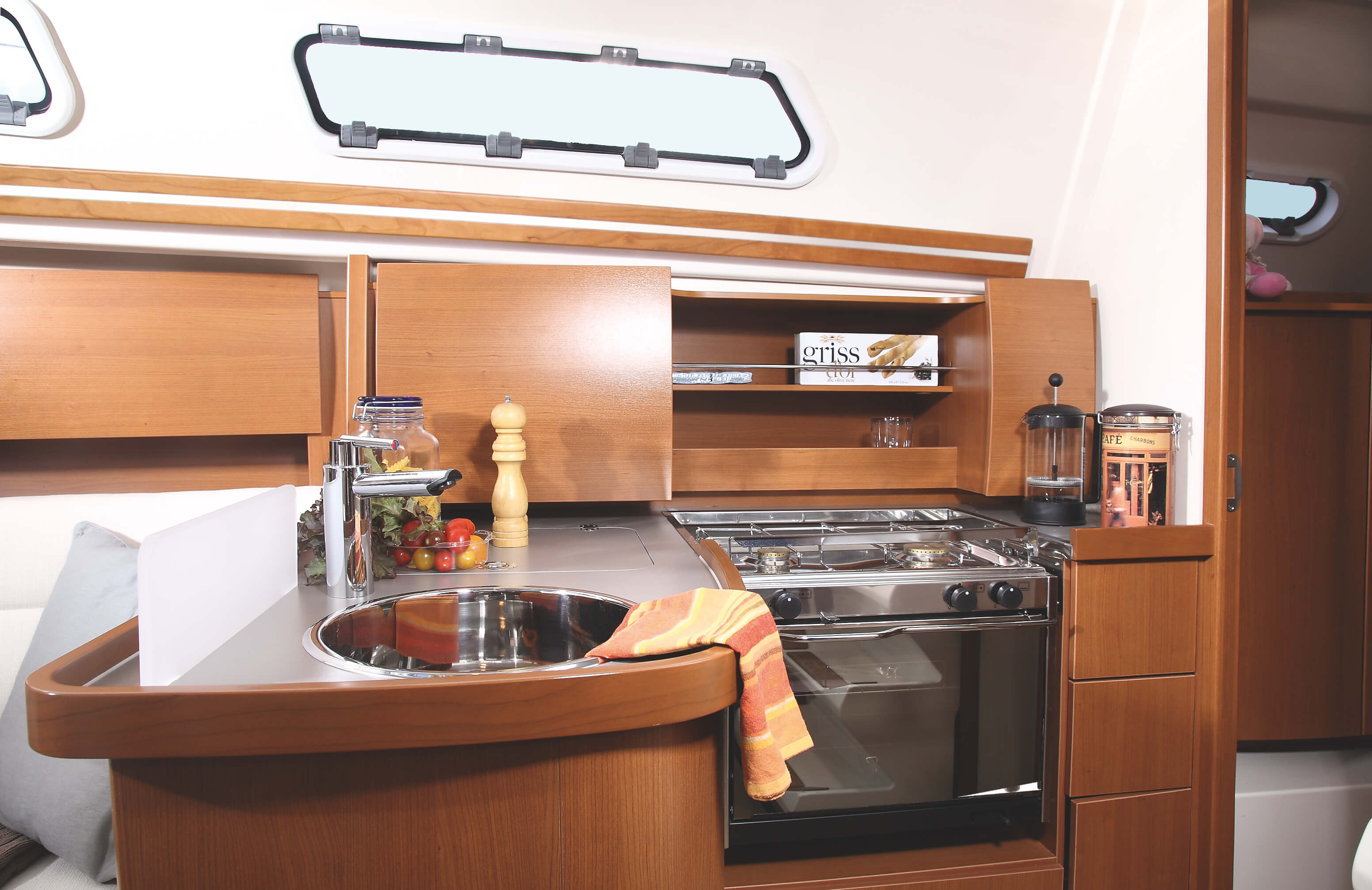 Hanse 325 Interior view pantry | Hanse