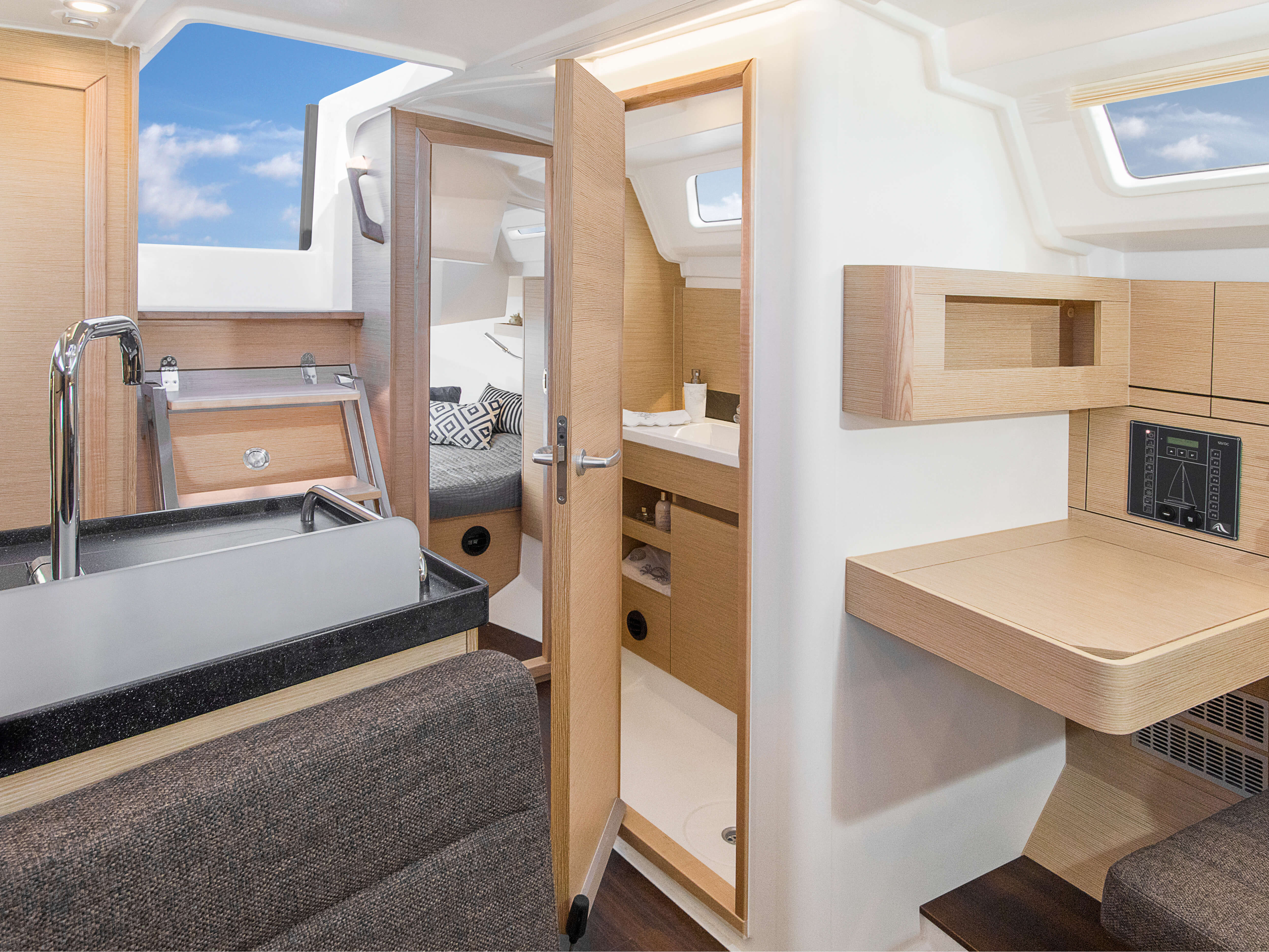 Hanse 348 | Interior view - C2: 2 aft cabins with double berth and storage - separate head on port | Hanse