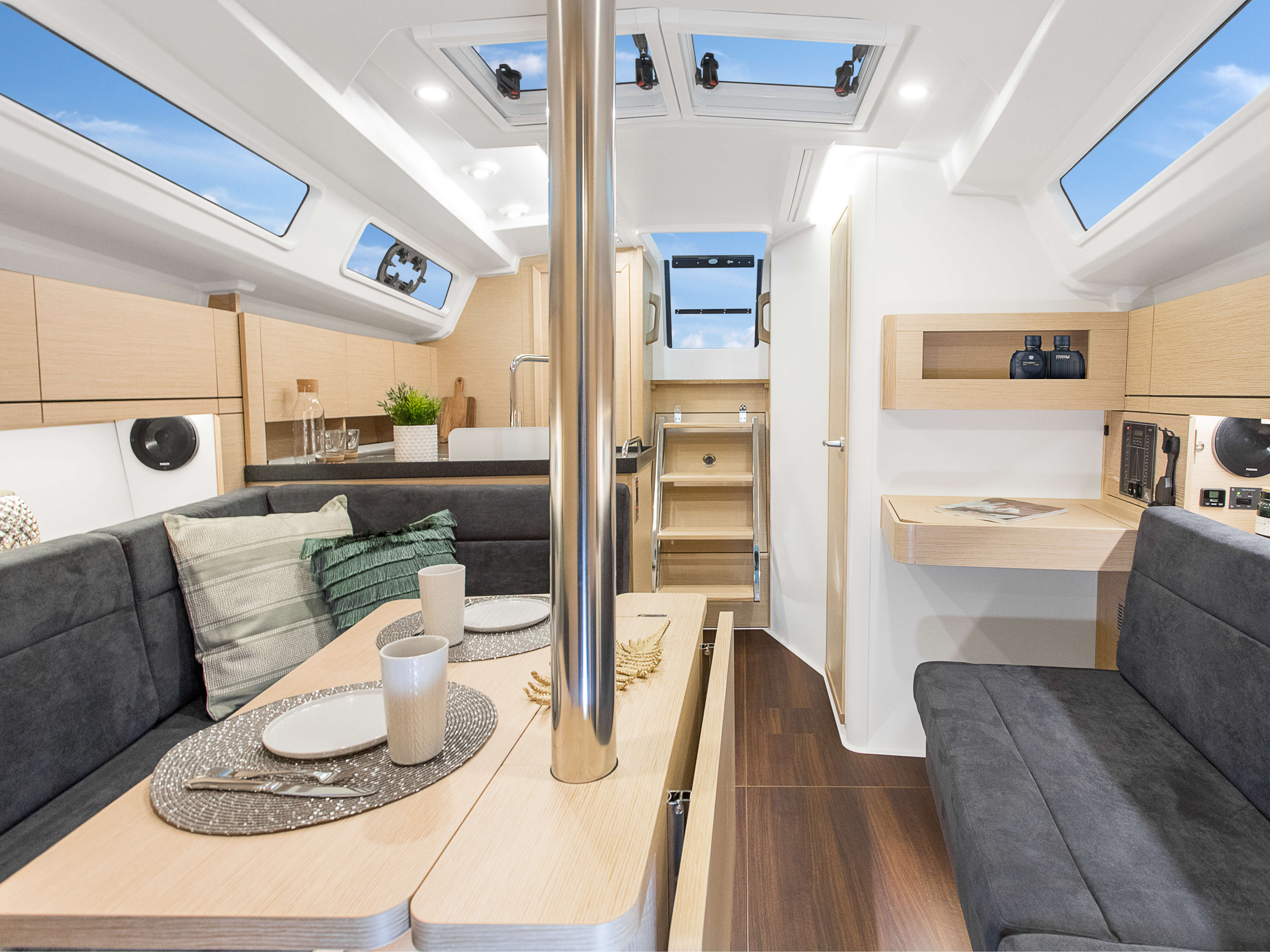 Hanse 348 | Thanks to various layout variants and a large selection of combination options – with high-quality fabrics, fine woods, trendy colours, select floorings and stylish furnishings – you can make your HANSE your own, a very personal one-of-a-kind yacht. | Hanse