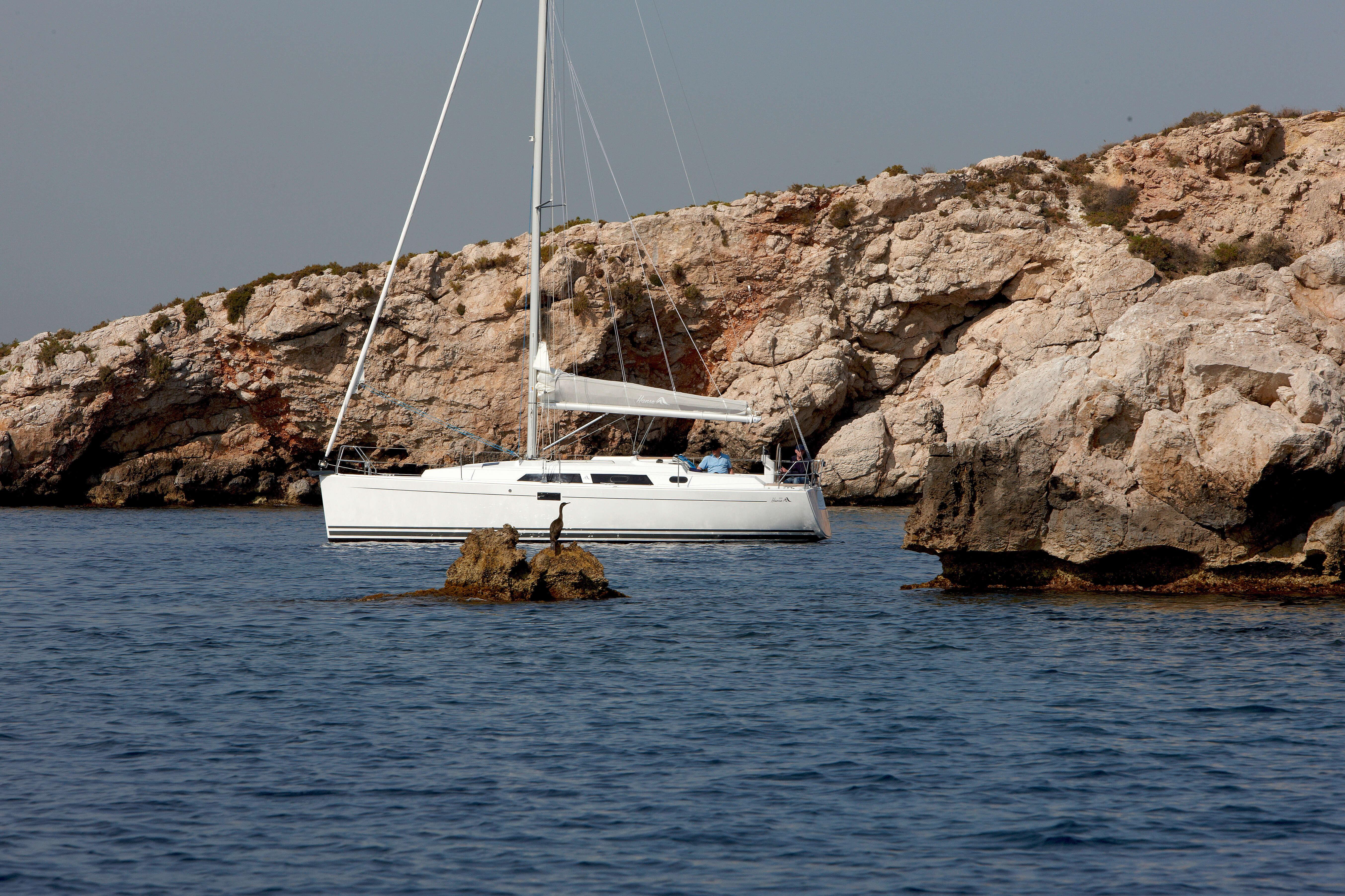 Hanse 350 Exterior at anchor | Hanse