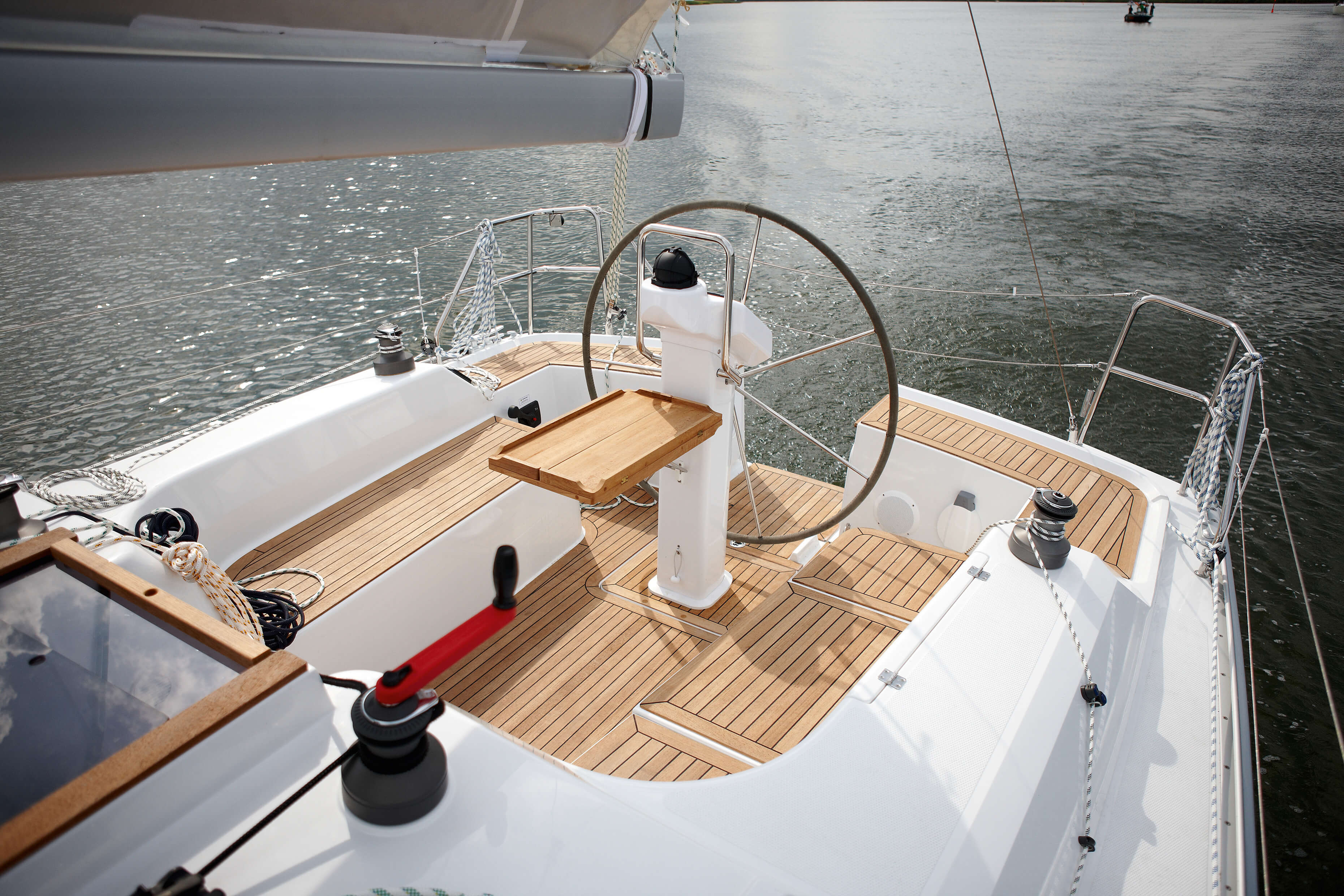 Hanse 355 Exterior at anchor | cockpit, steering wheel | Hanse