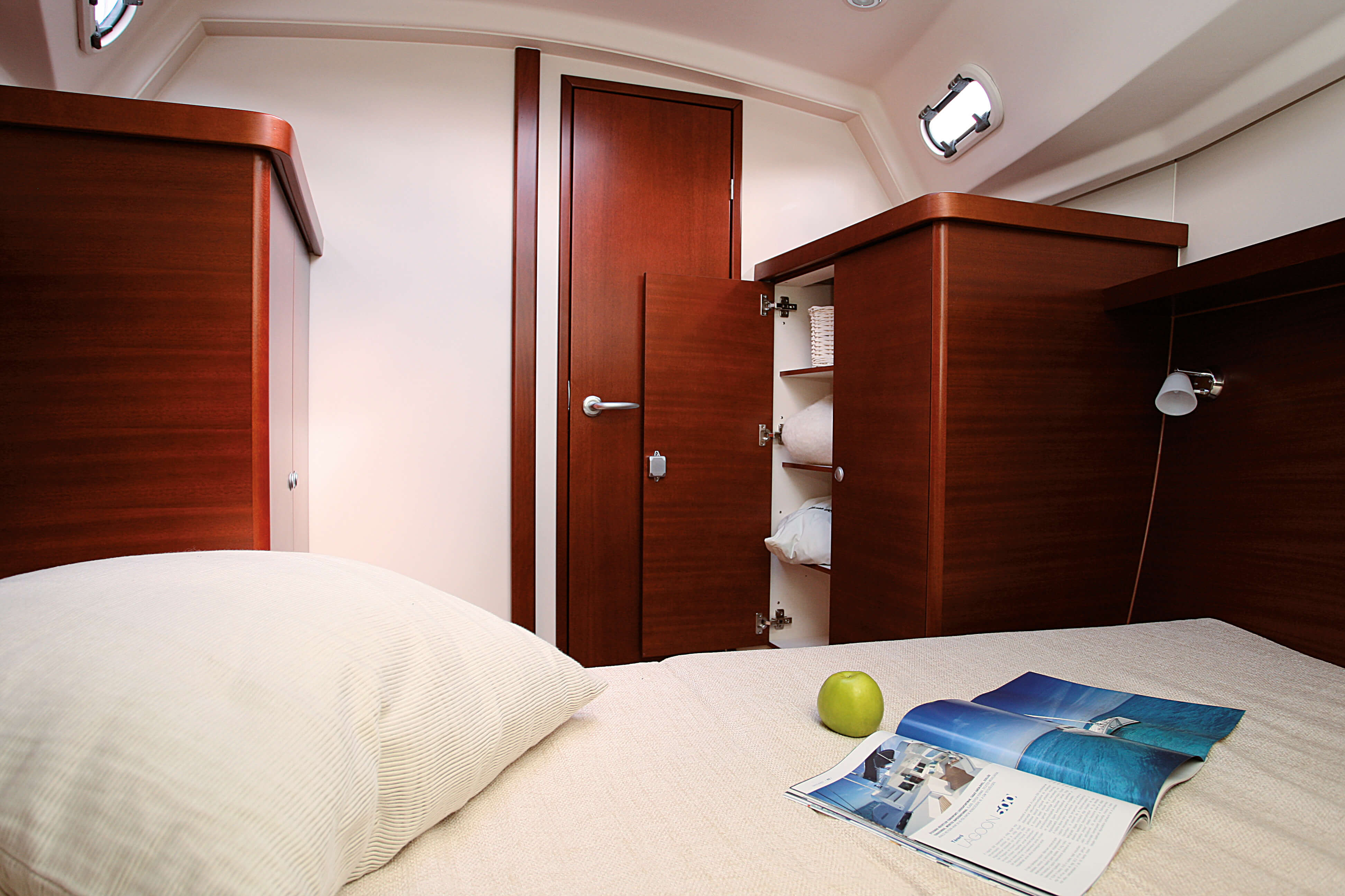 Hanse 370 Interior view owner´s cabin | Hanse