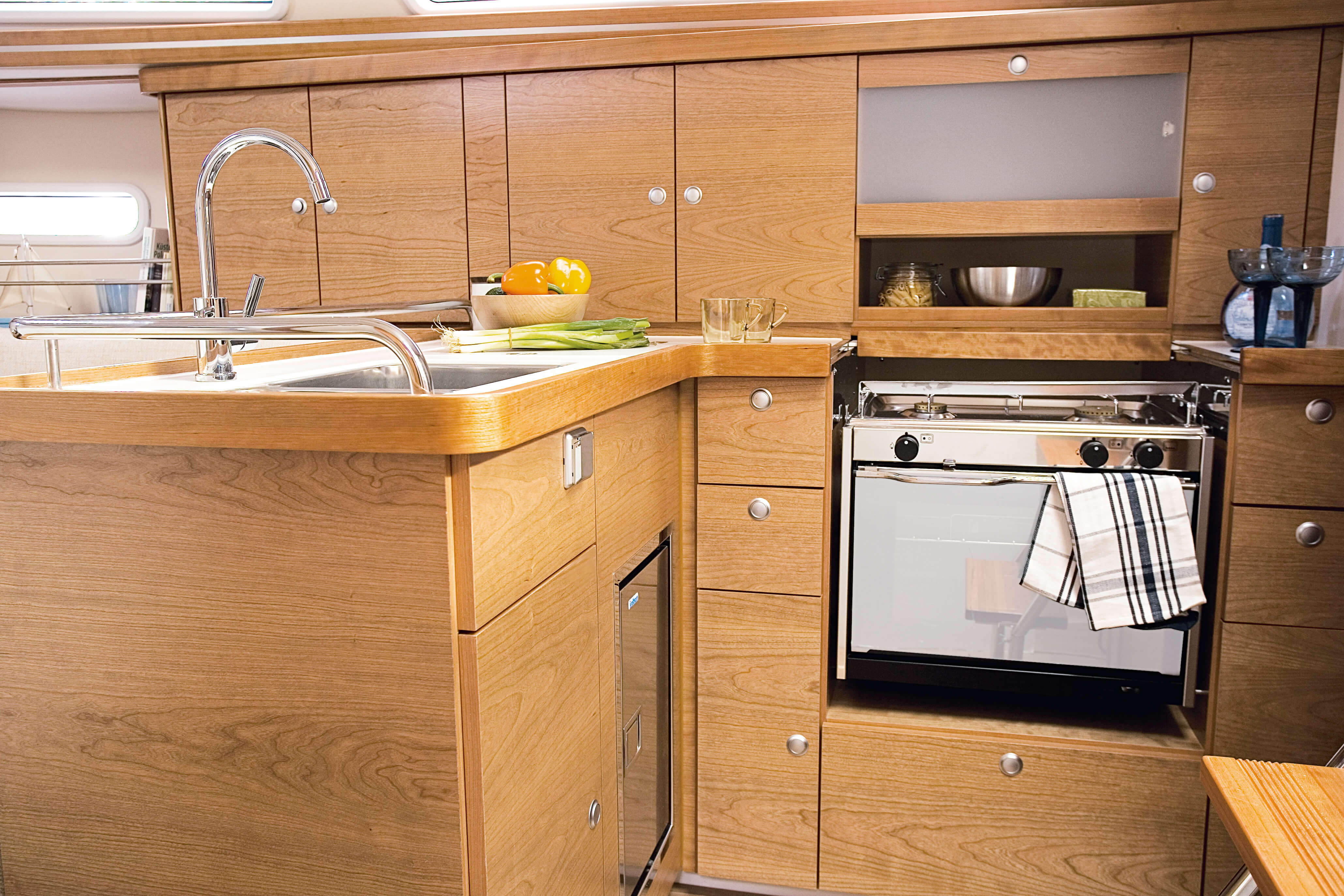Hanse 370 Interior view pantry | Hanse