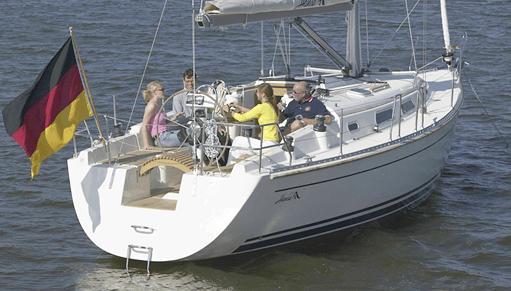 Hanse 371 Exterior at anchor | Hanse