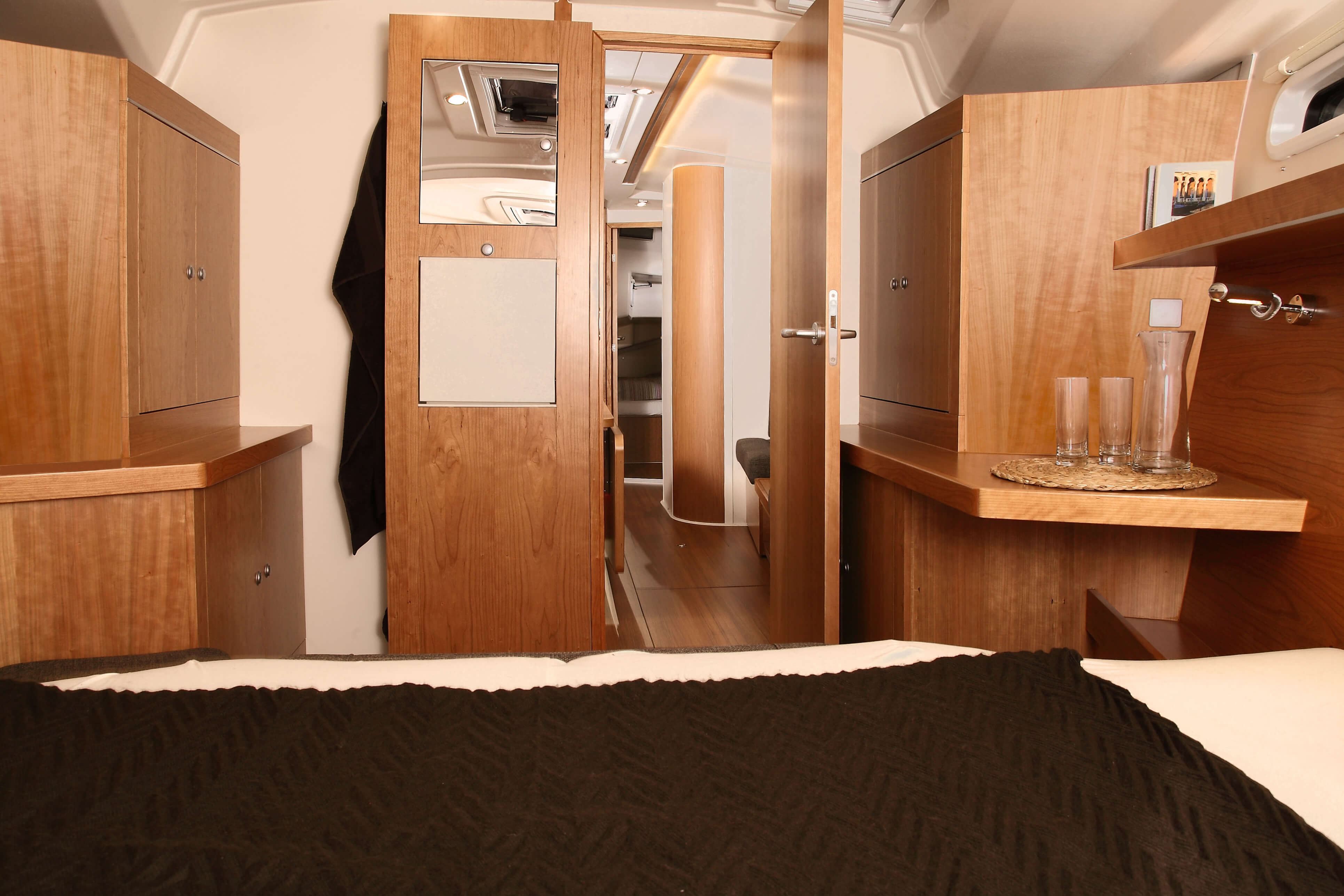 Hanse 415 Interior view owner´s cabin | Hanse
