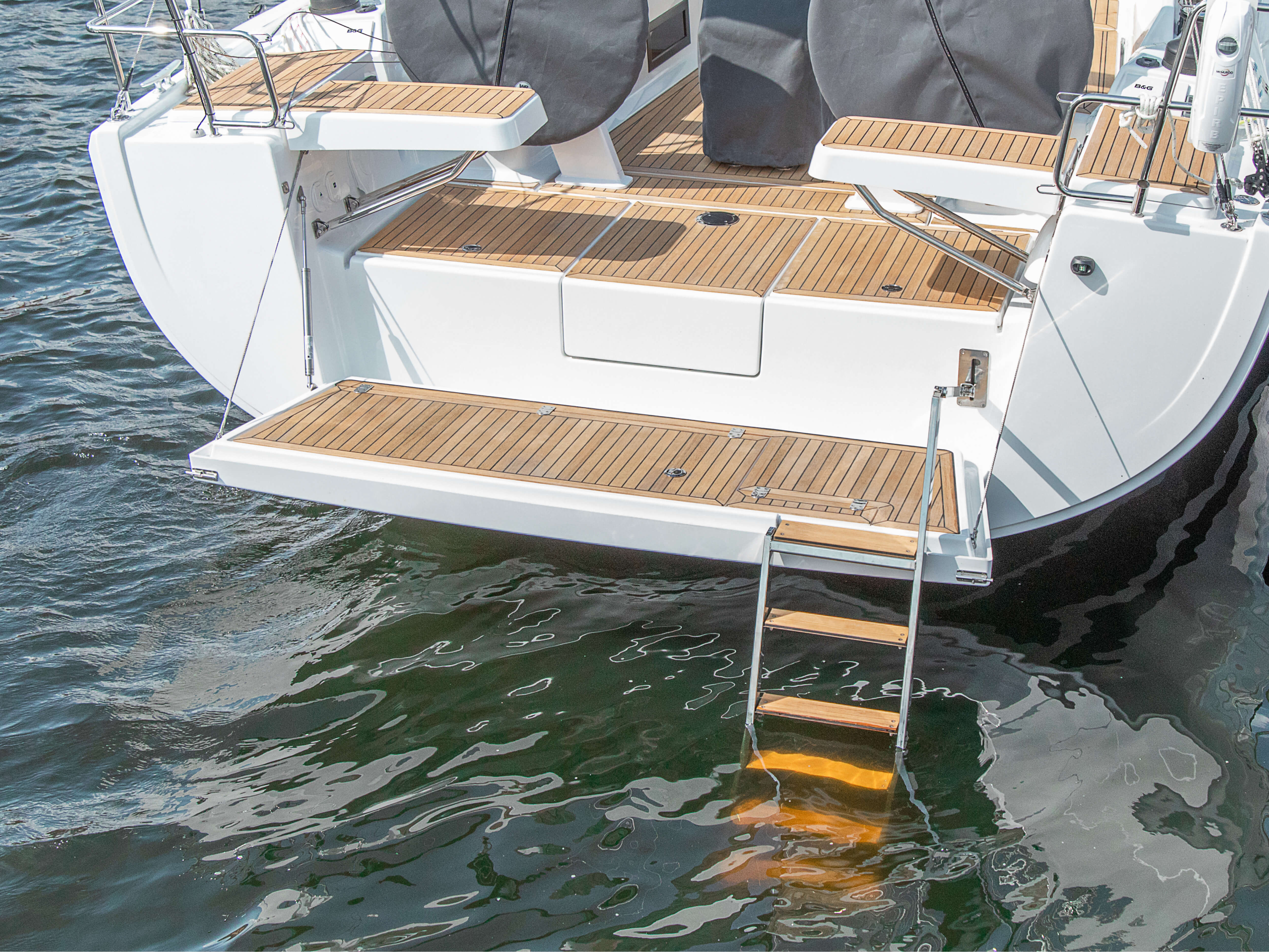 Hanse 418 | Les voiliers HANSE impressionnent par leur design moderne et fonctionnel. Judel/Vrolijk & co, le cabinet d'architecture naval le plus renommé, a conçu ces bateaux à l'élégance sans égal et aux performances exceptionnelles. | Hanse