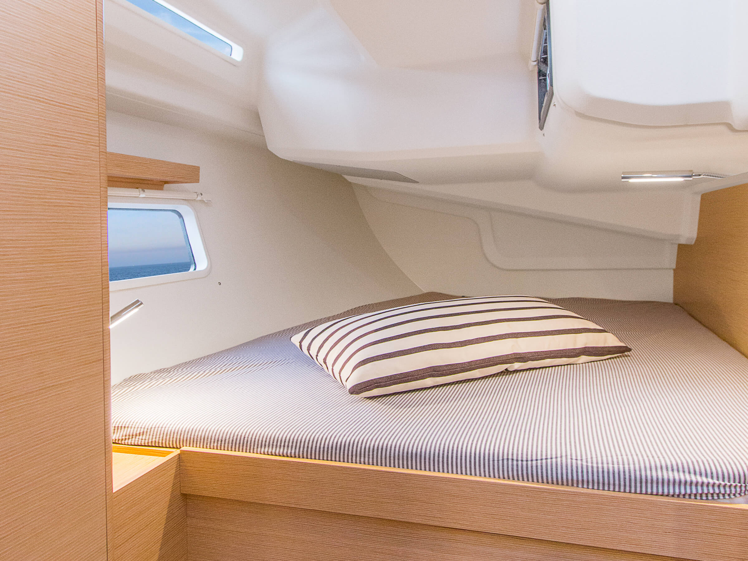 Hanse 418 | Thanks to various layout variants and a large selection of combination options – with high-quality fabrics, fine woods, trendy colours, select floorings and stylish furnishings – you can make your HANSE your own, a very personal one-of-a-kind yacht. | Hanse