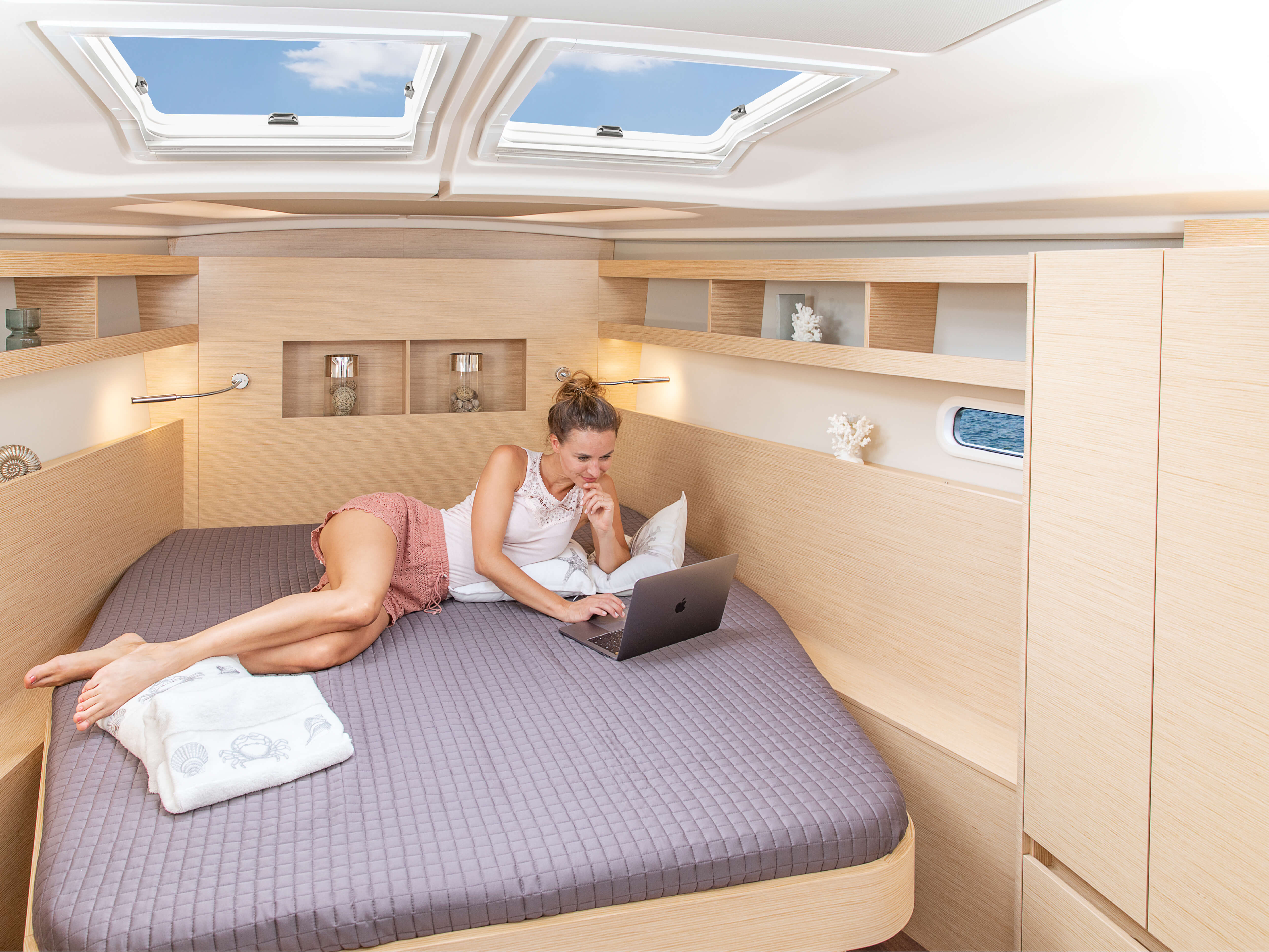 Hanse 458 | Thanks to various layout variants and a large selection of combination options – with high-quality fabrics, fine woods, trendy colours, select floorings and stylish furnishings – you can make your HANSE your own, a very personal one-of-a-kind yacht. | Hanse