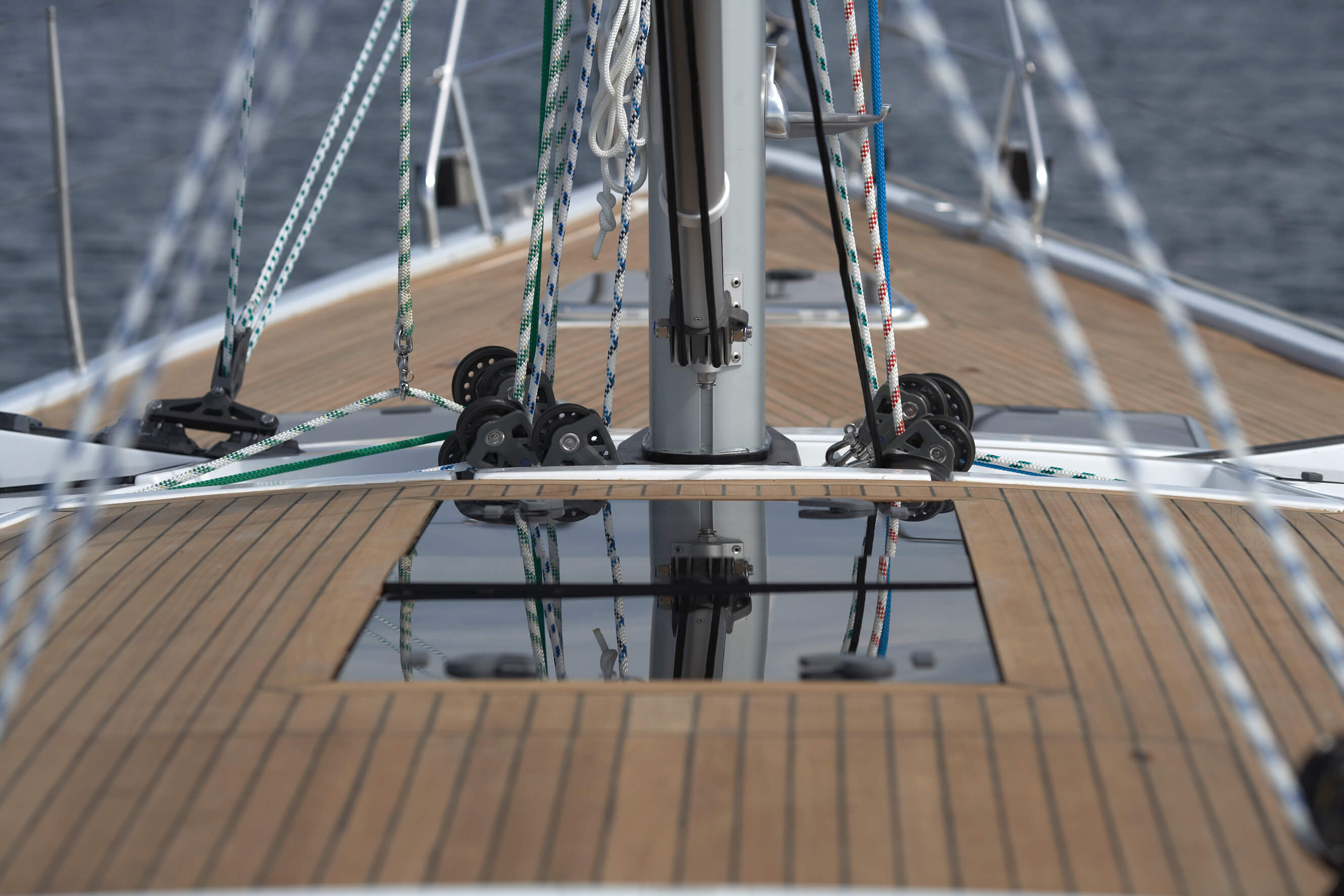 Hanse 470 Exterior at anchor | Hanse