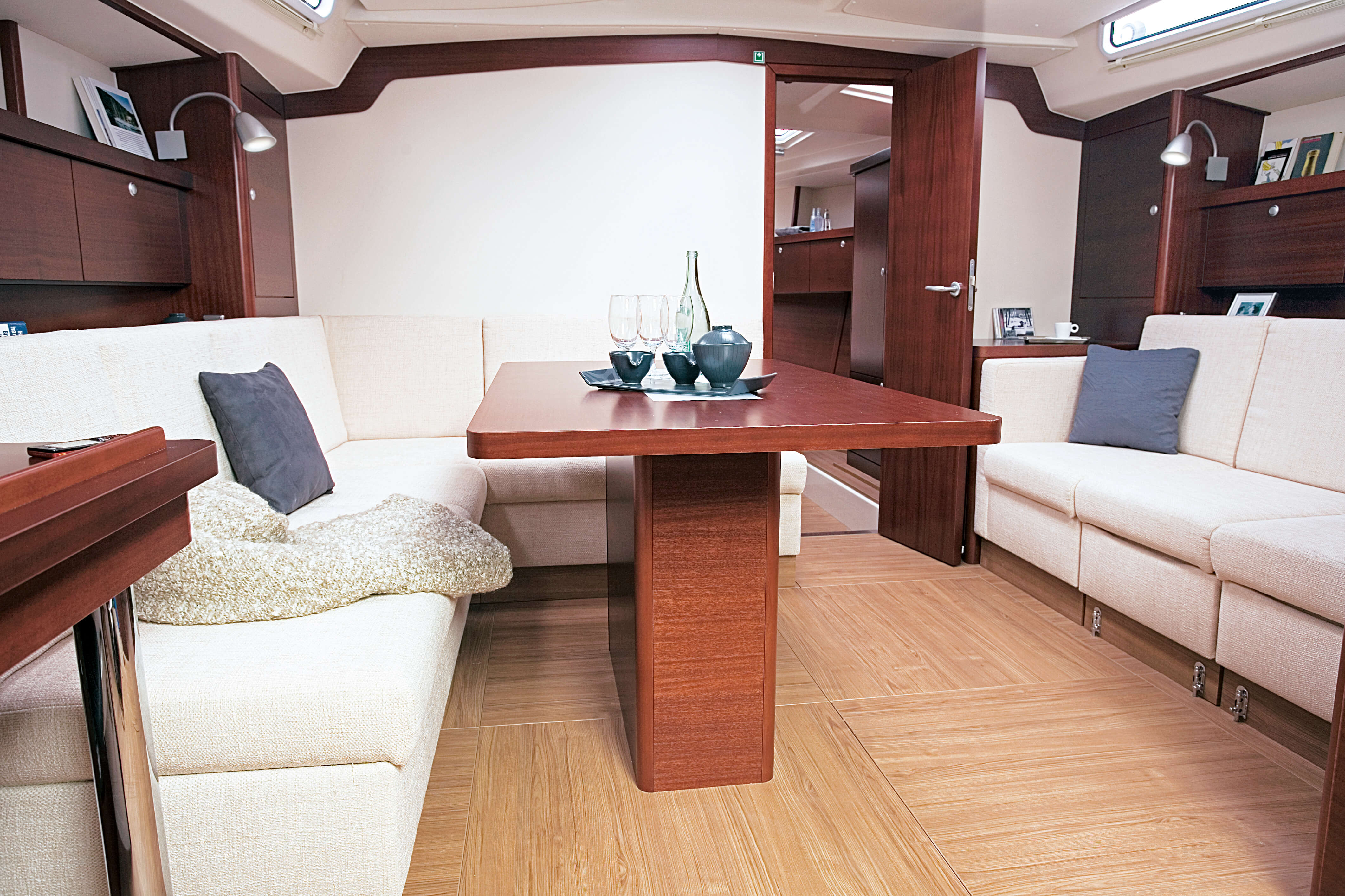 Hanse 470 Interior view lounge | Hanse