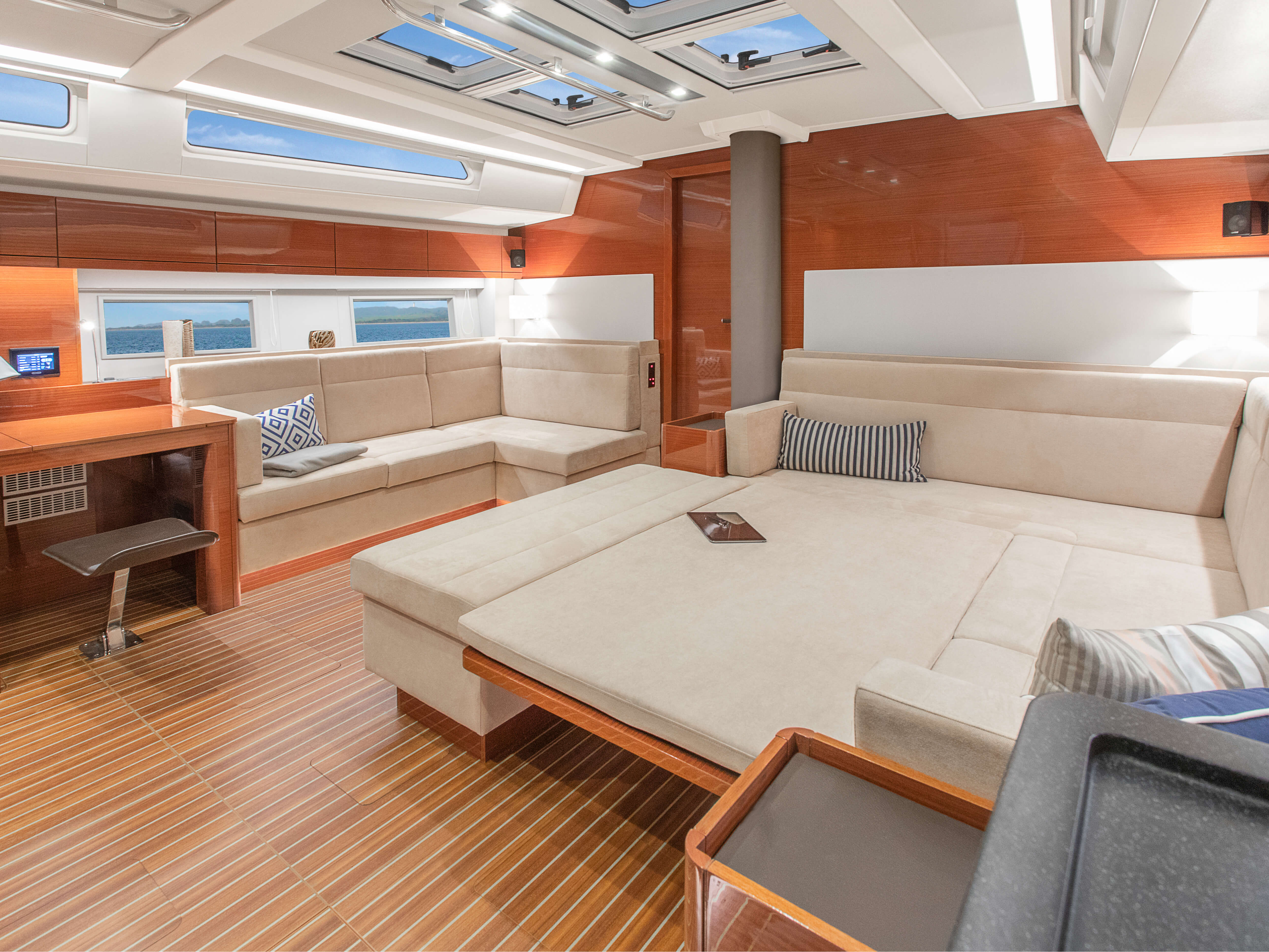 Hanse 548 | Thanks to various layout variants and a large selection of combination options – with high-quality fabrics, fine woods, trendy colours, select floorings and stylish furnishings – you can make your HANSE your own, a very personal one-of-a-kind yacht. | Hanse