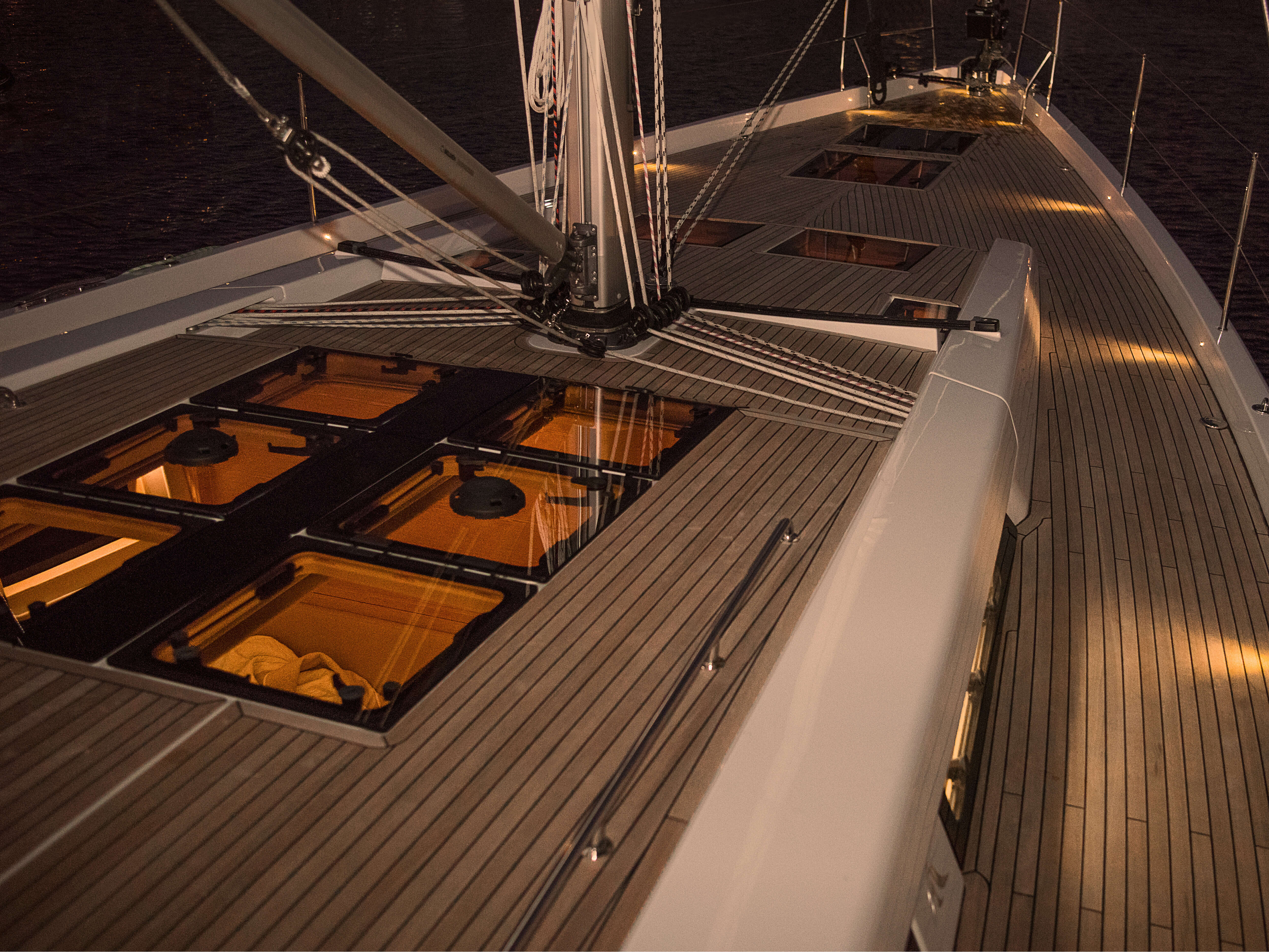 Hanse 588 Exterior at anchor | mast with lines, teak deck with deck hatches | Hanse
