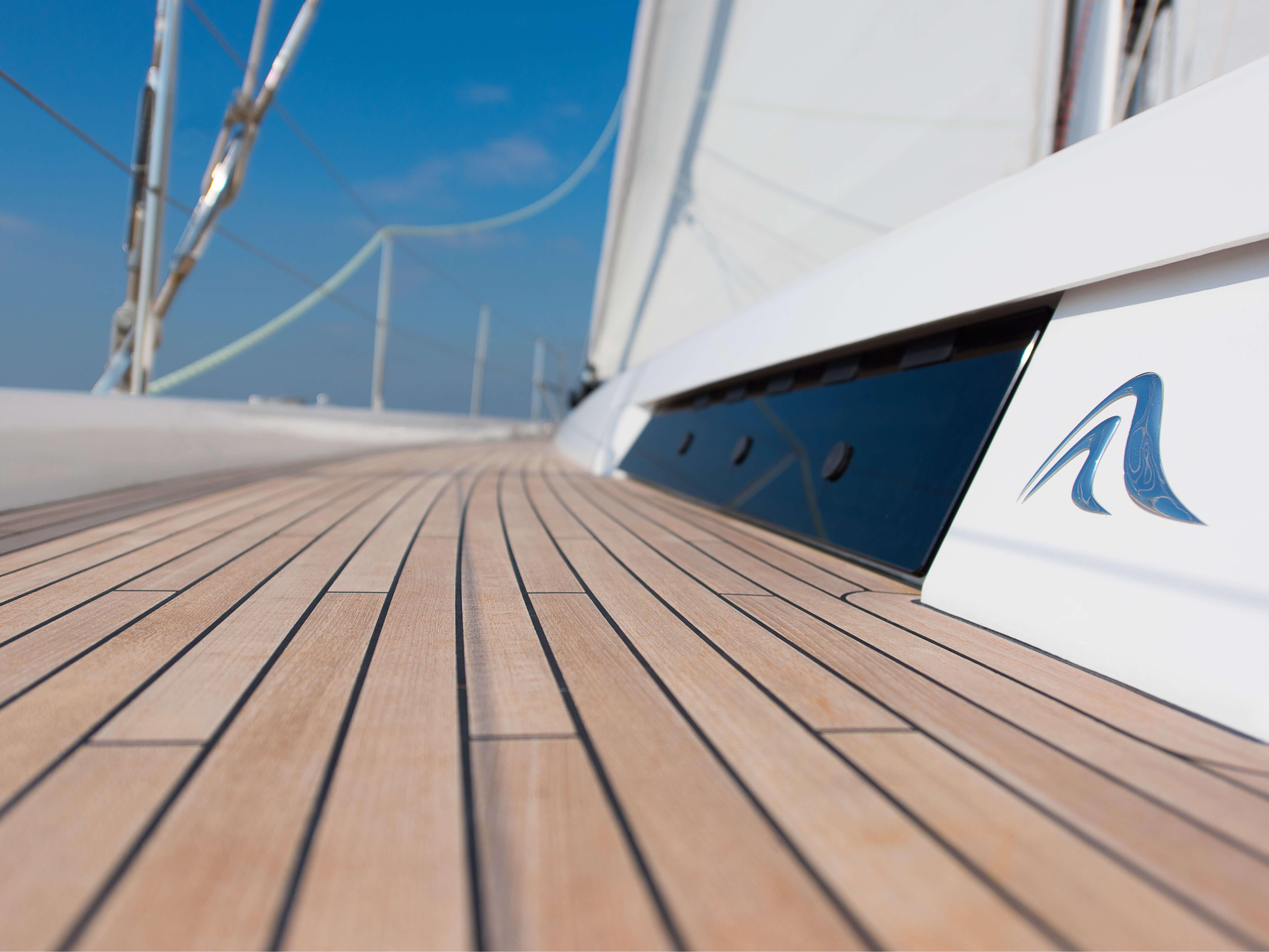 Hanse 588 Exterior Deck | teak deck, logo | Hanse
